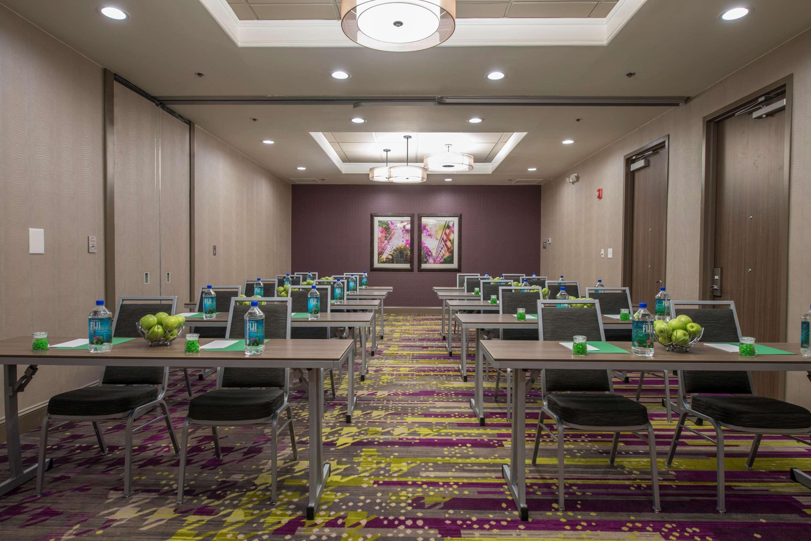 DoubleTree by Hilton Hotel Winston Salem - University image 2