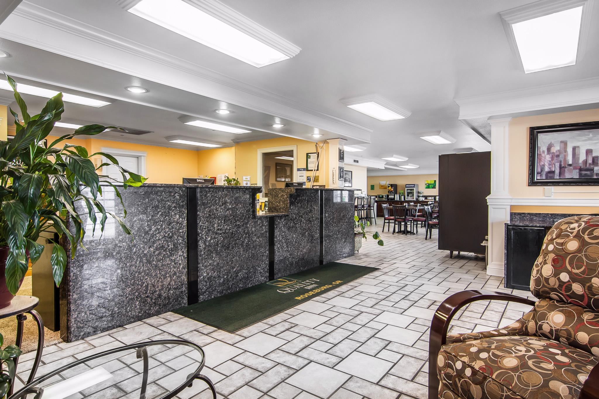 Quality Inn Central At 427 Nw Garden Valley Blvd