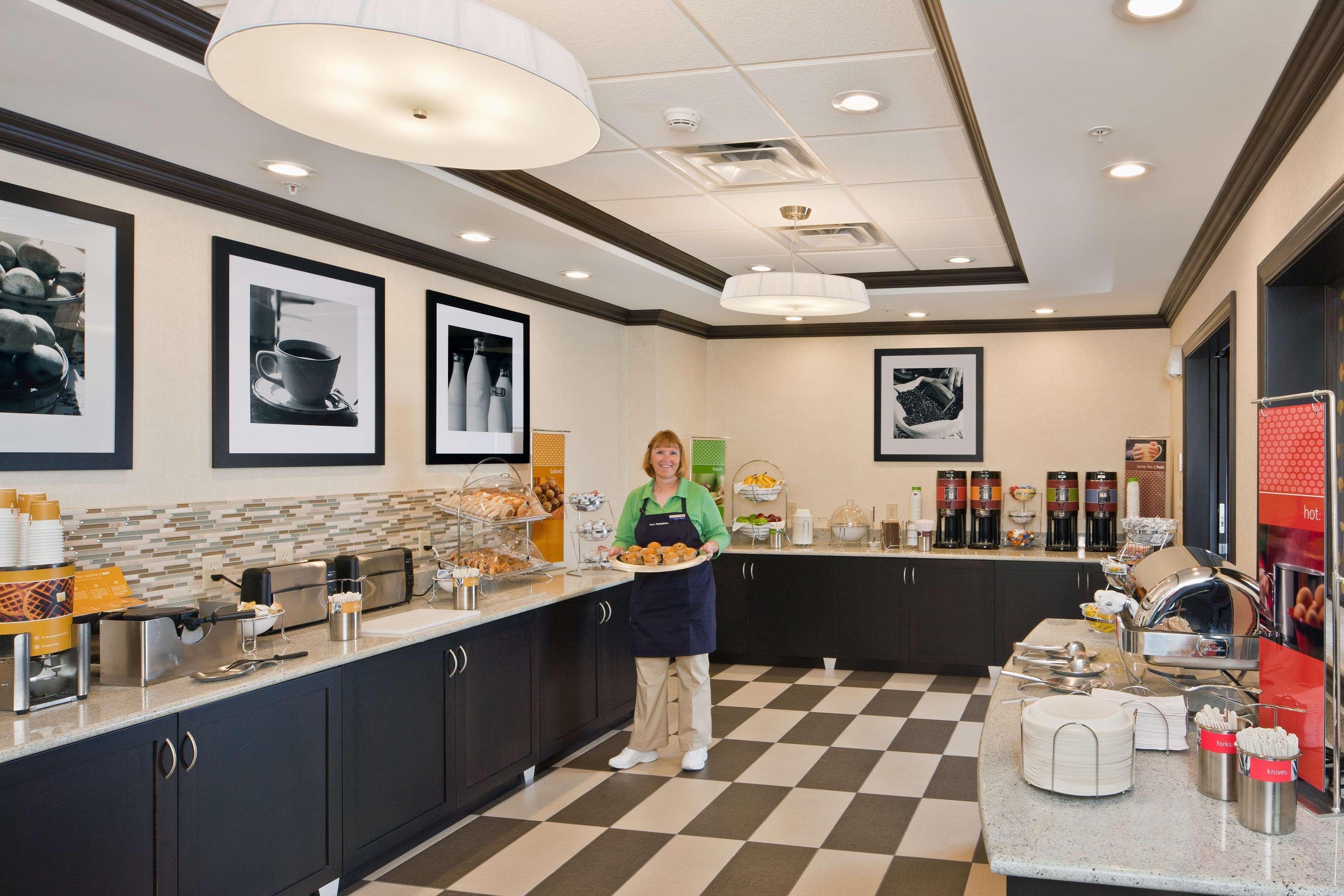 Hampton Inn & Suites Saginaw image 8