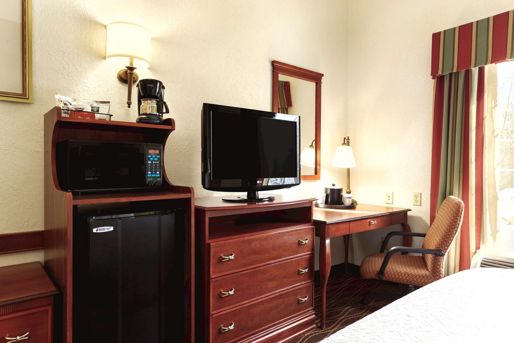 Hampton Inn & Suites Greenfield image 28