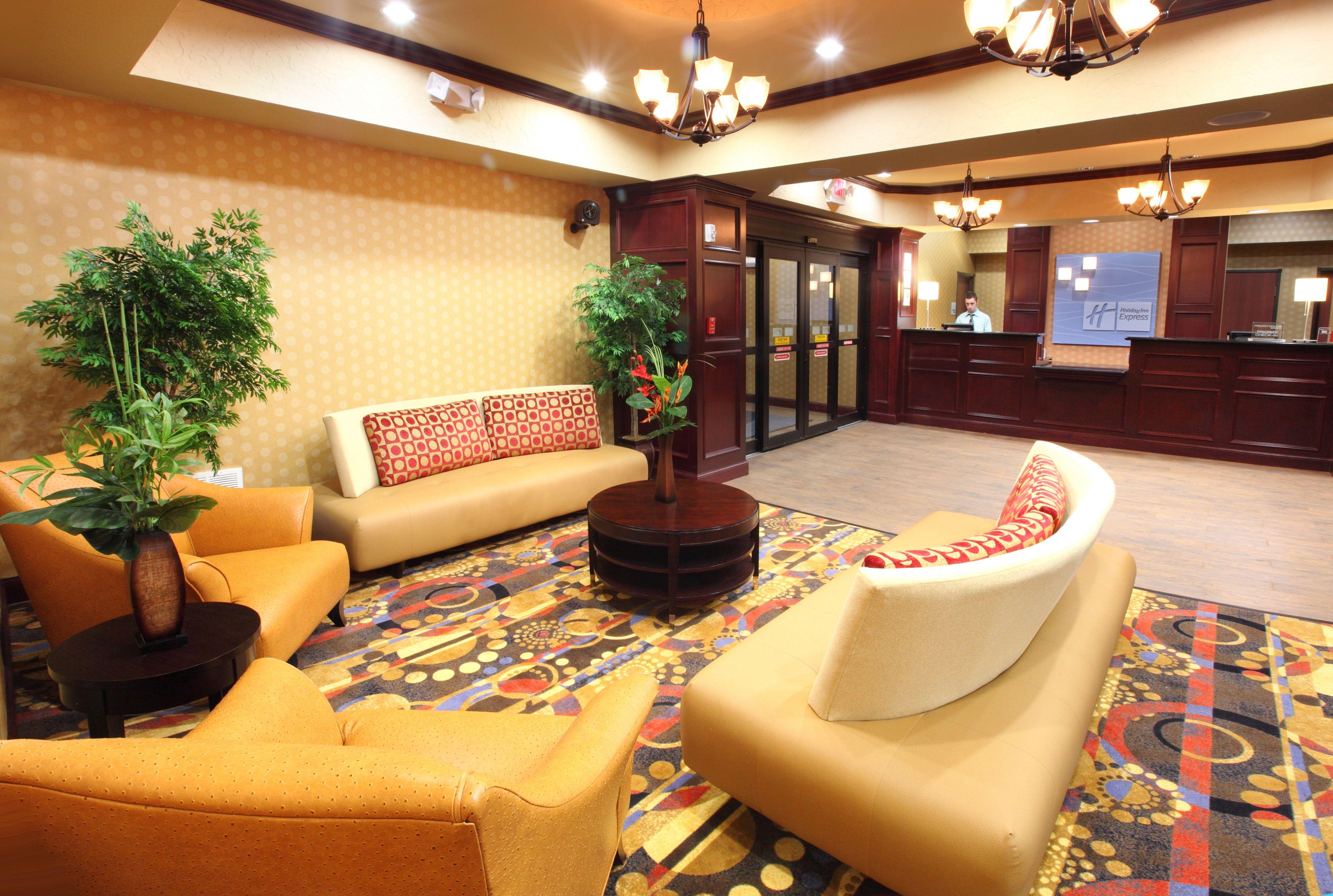 Holiday Inn Express & Suites Van Buren-Ft Smith Area image 6
