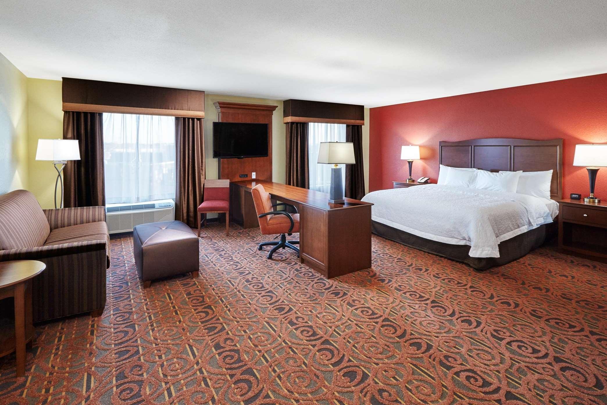 Hampton Inn & Suites Milwaukee/Franklin image 14