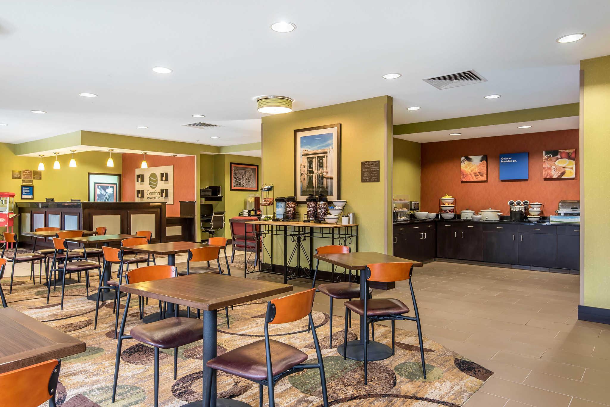 Comfort Inn & Suites Kansas City - Northeast image 25
