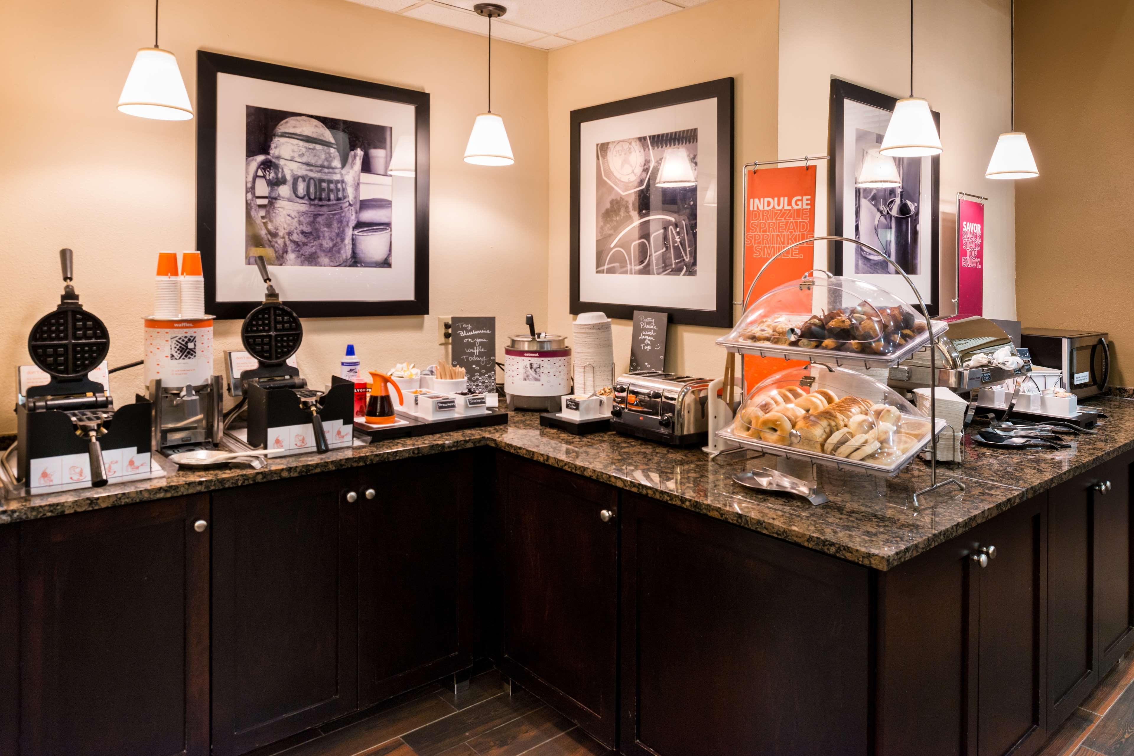 Hampton Inn & Suites Orlando/East UCF Area image 6