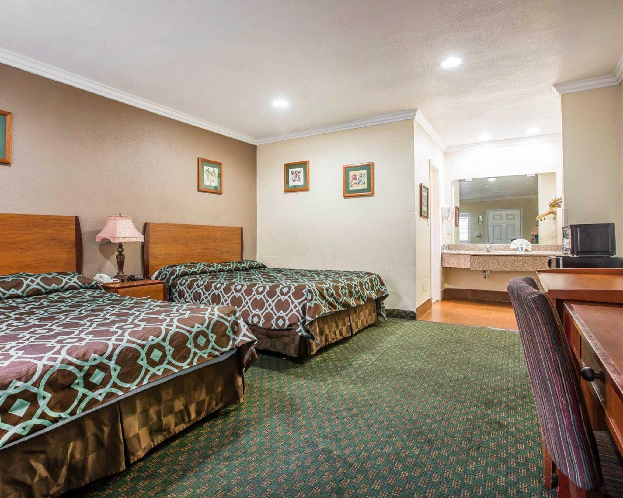 Rodeway Inn & Suites Near Convention Center image 21
