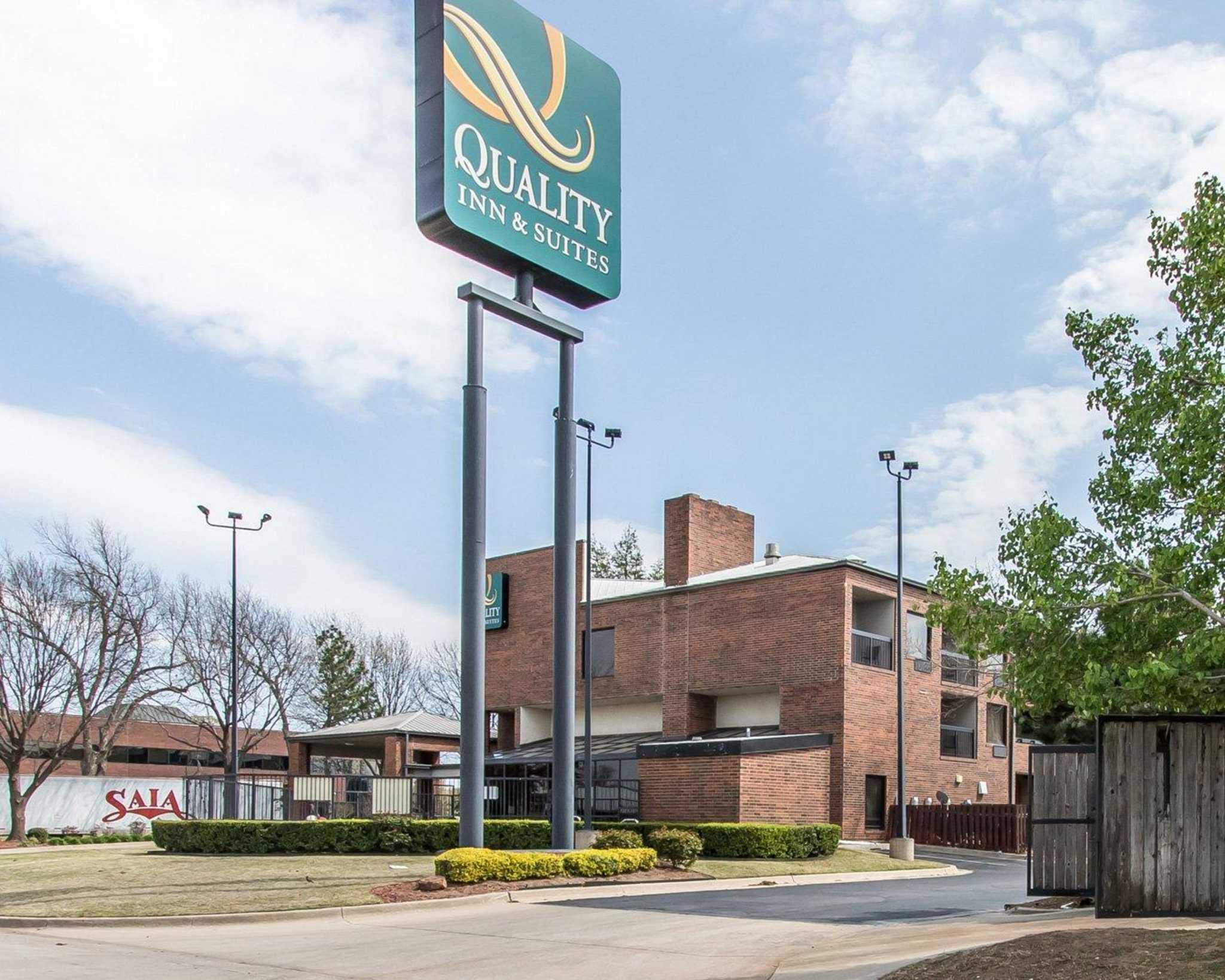 Quality Inn & Suites Fairgrounds West image 3