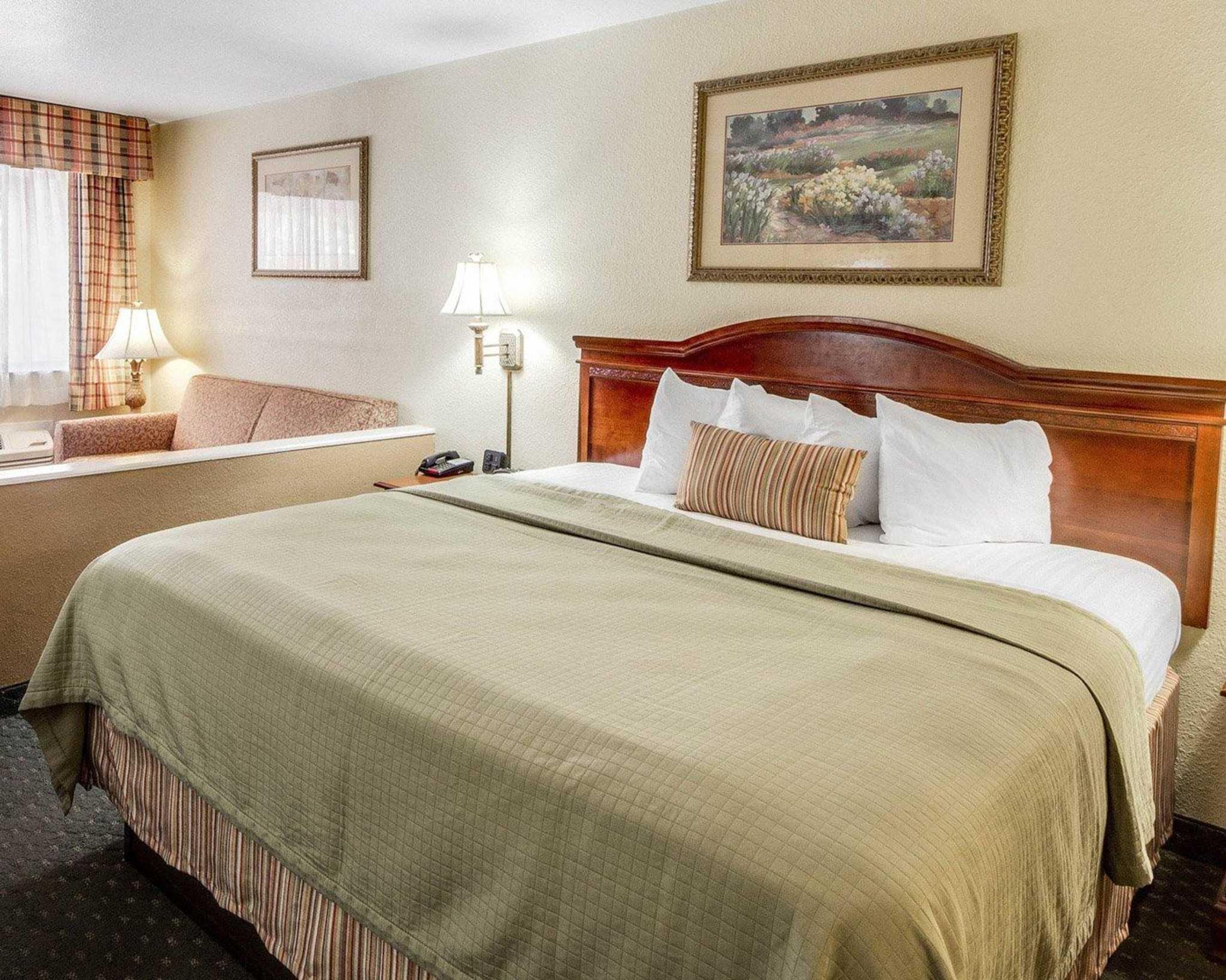 Quality Inn & Suites Eagle Pass image 20