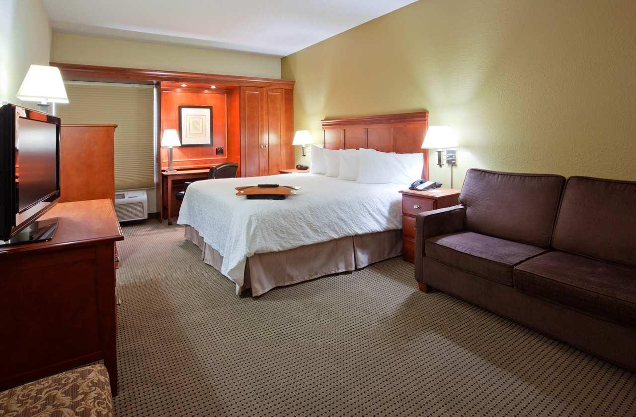 Hampton Inn Cedar Rapids image 9