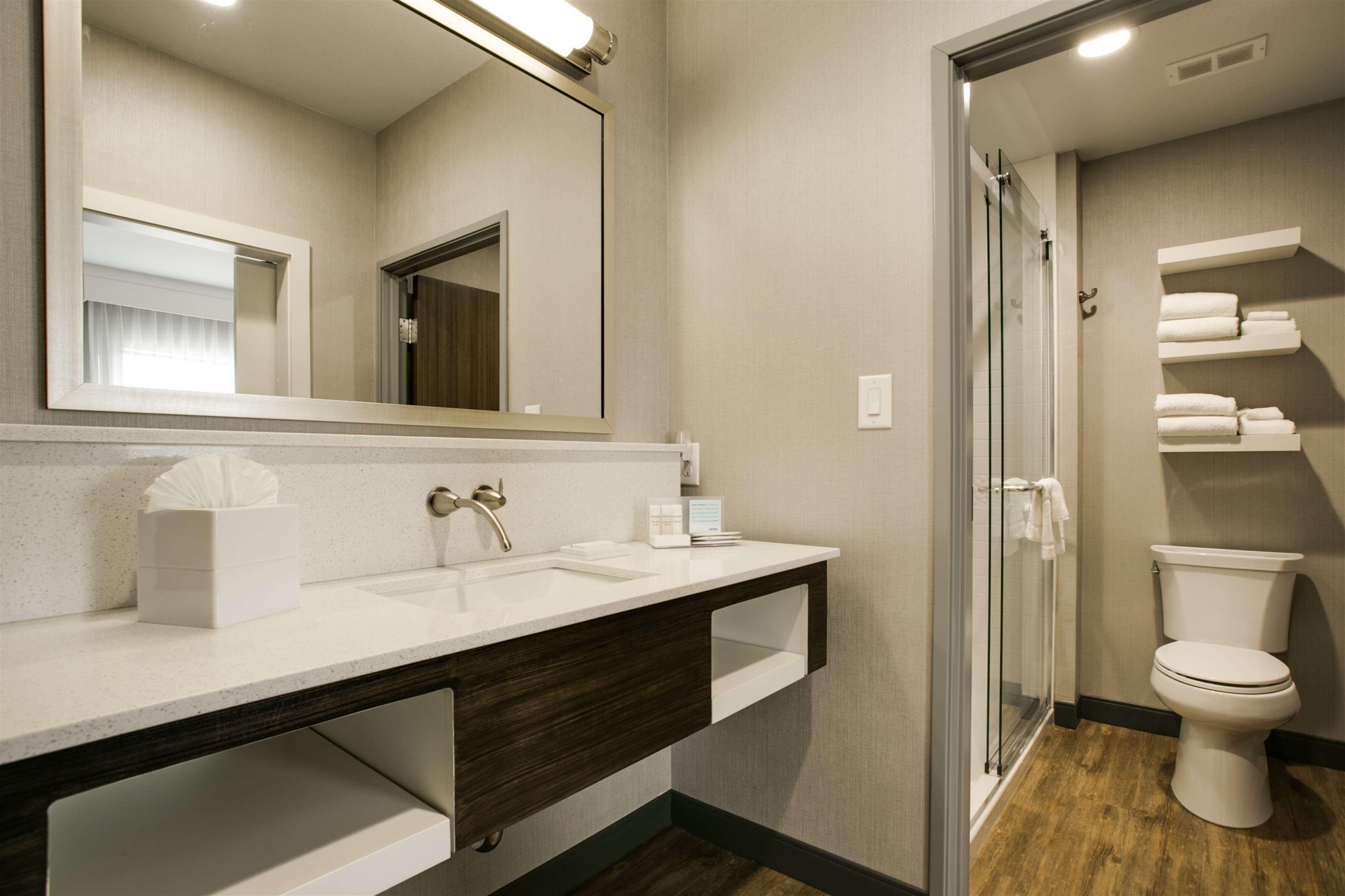Hampton Inn & Suites Dallas/Ft. Worth Airport South image 24