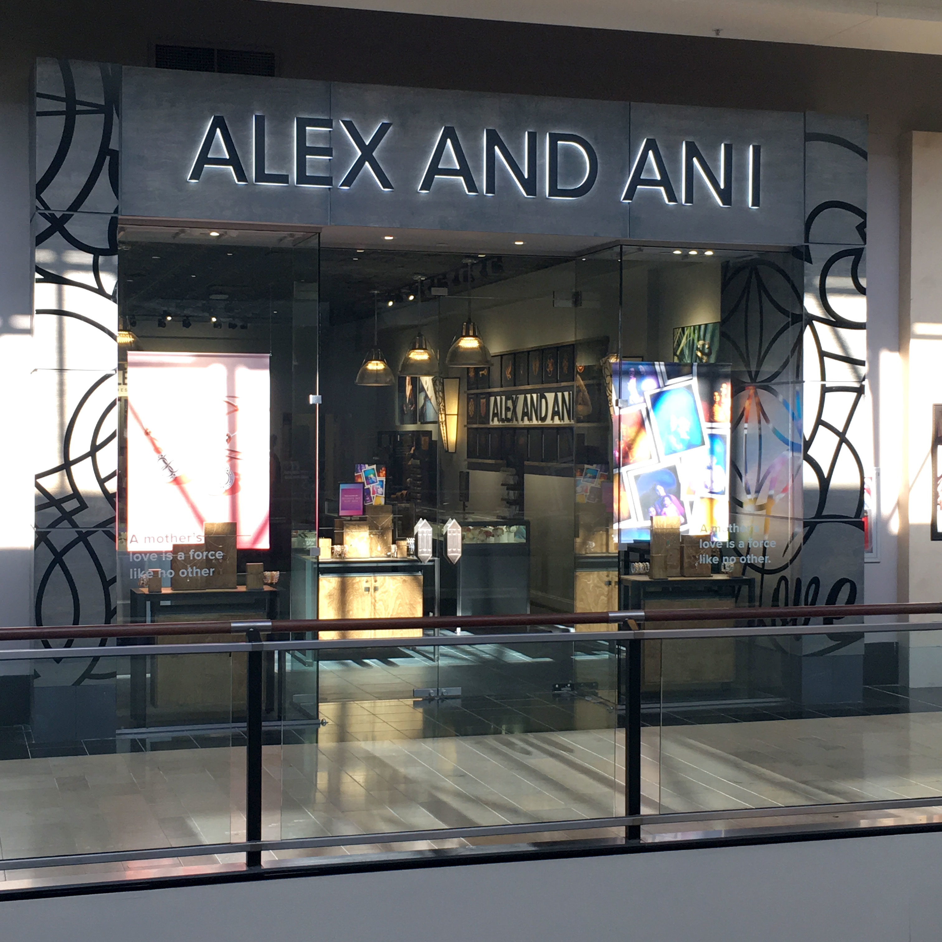 The skate host will work under the supervision of management at the Alex and Ani City Center. Skate hosts must have intermediate to expert ice skating ability.