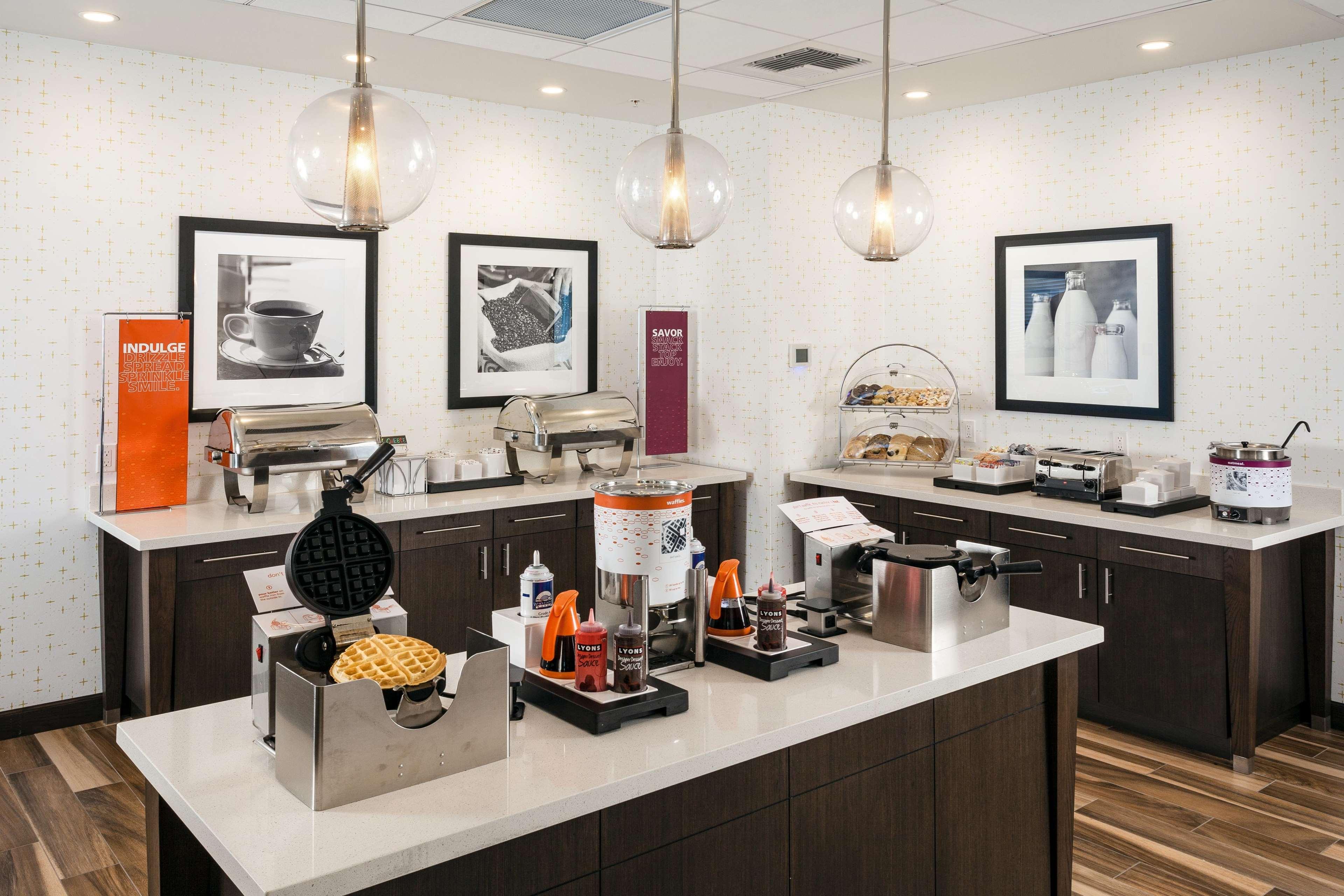 Hampton Inn & Suites by Hilton Seattle/Northgate image 8