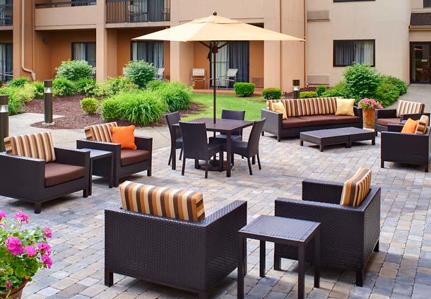Courtyard by Marriott Detroit Dearborn image 3