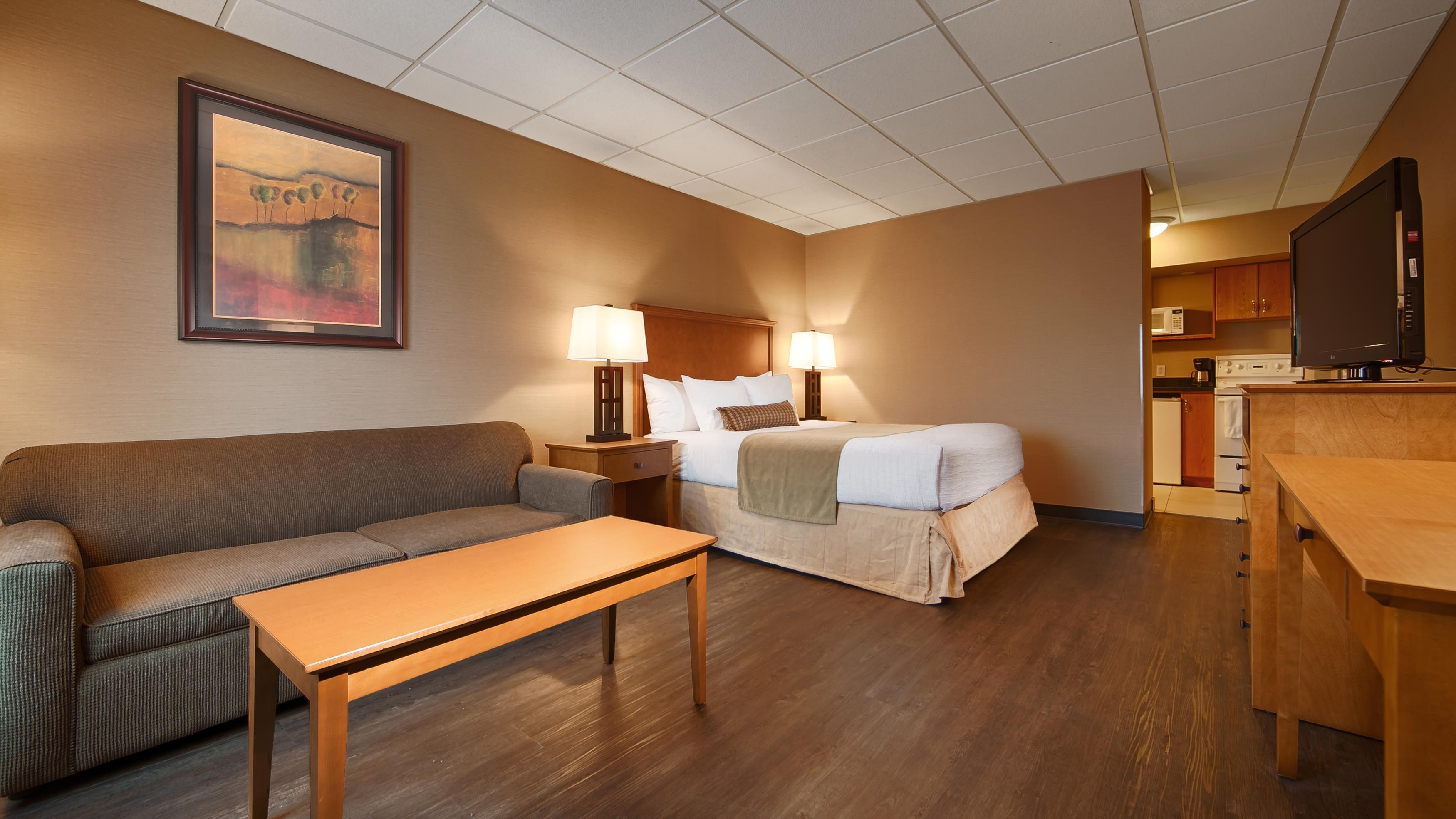 Best Western Plus Mission City Lodge in Mission: Kitchenette with 1 Queen Bed