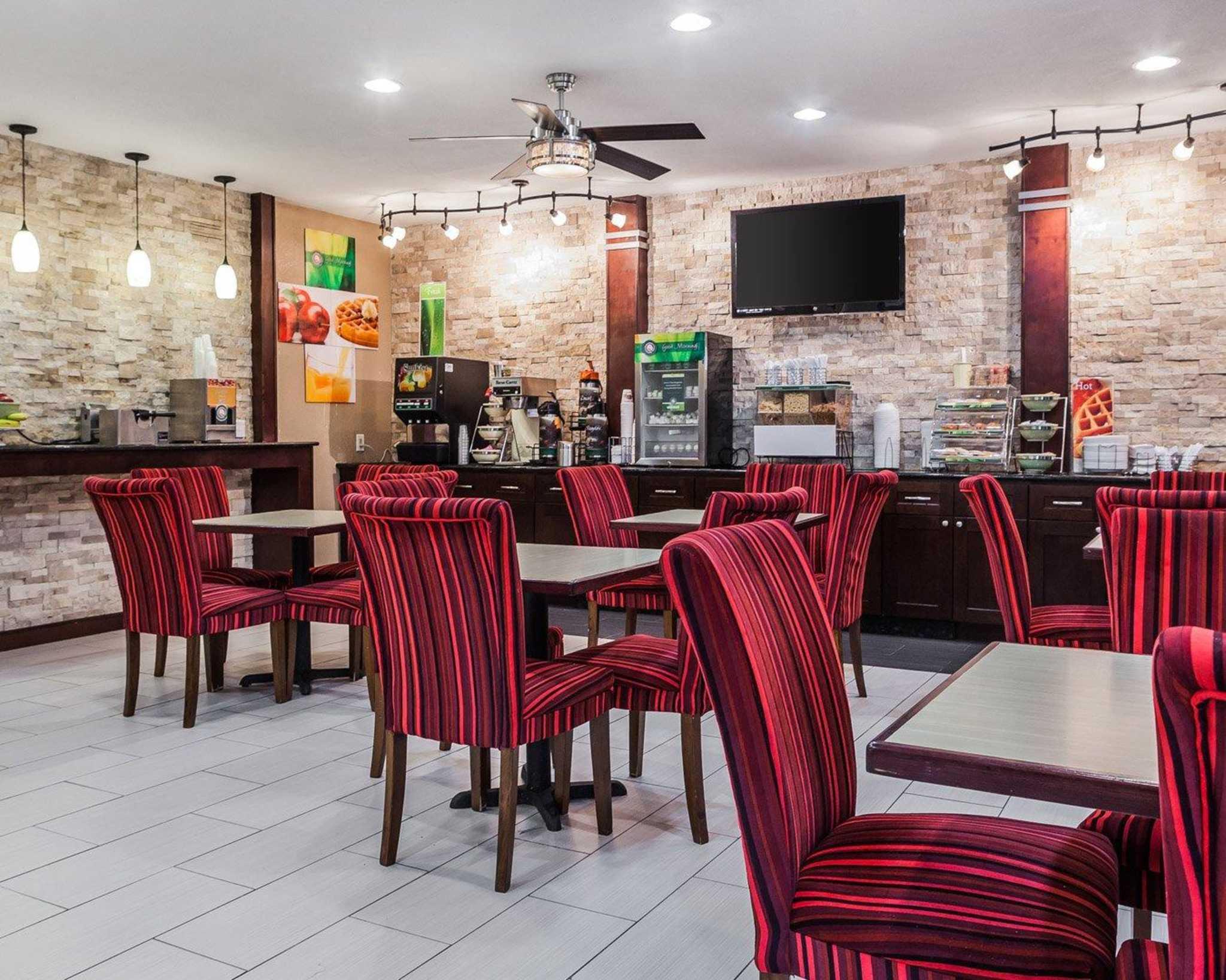 Quality Inn & Suites Des Moines Airport image 21