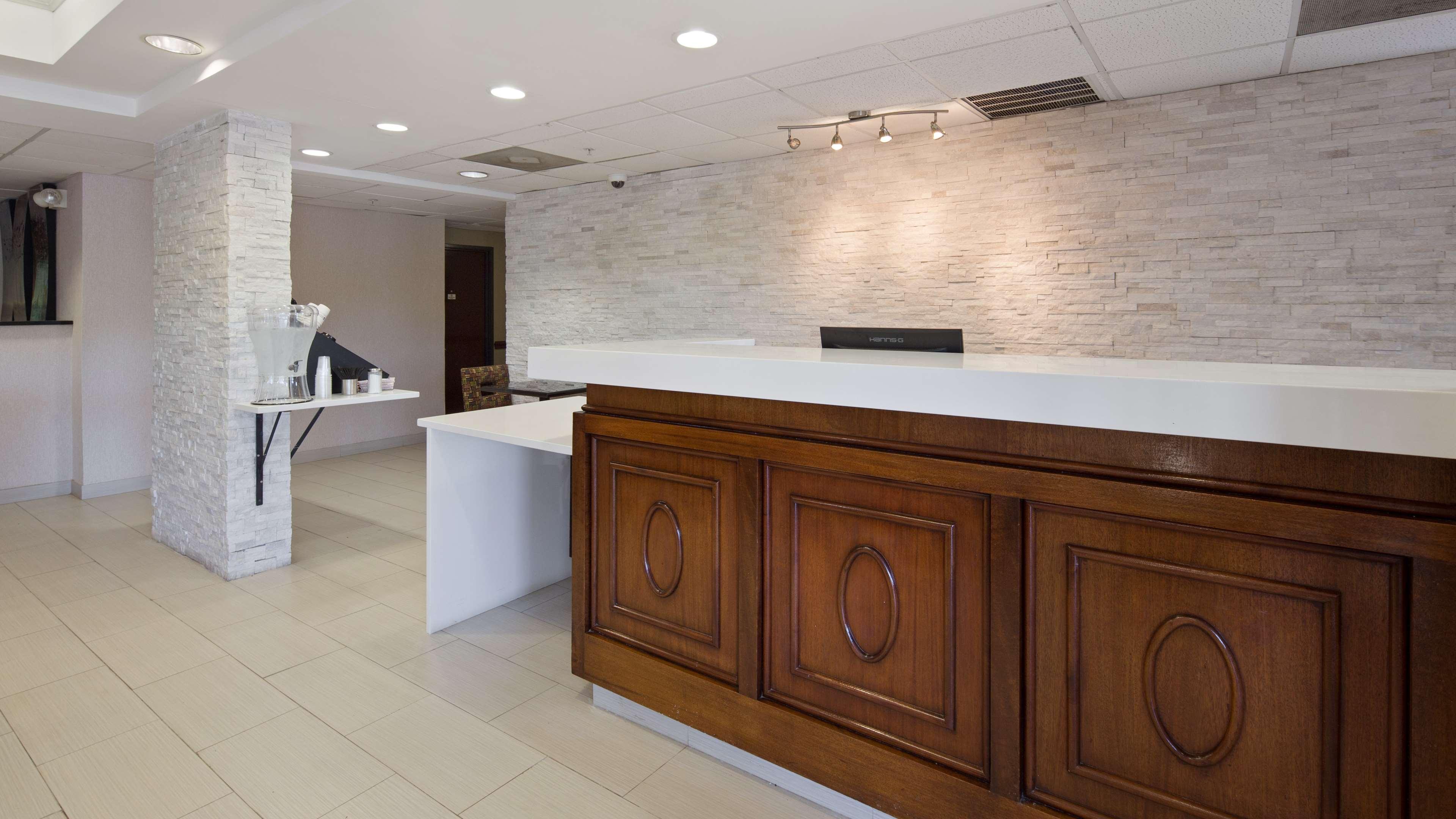 Best Western Plus Huntersville Inn & Suites Near Lake Norman image 2