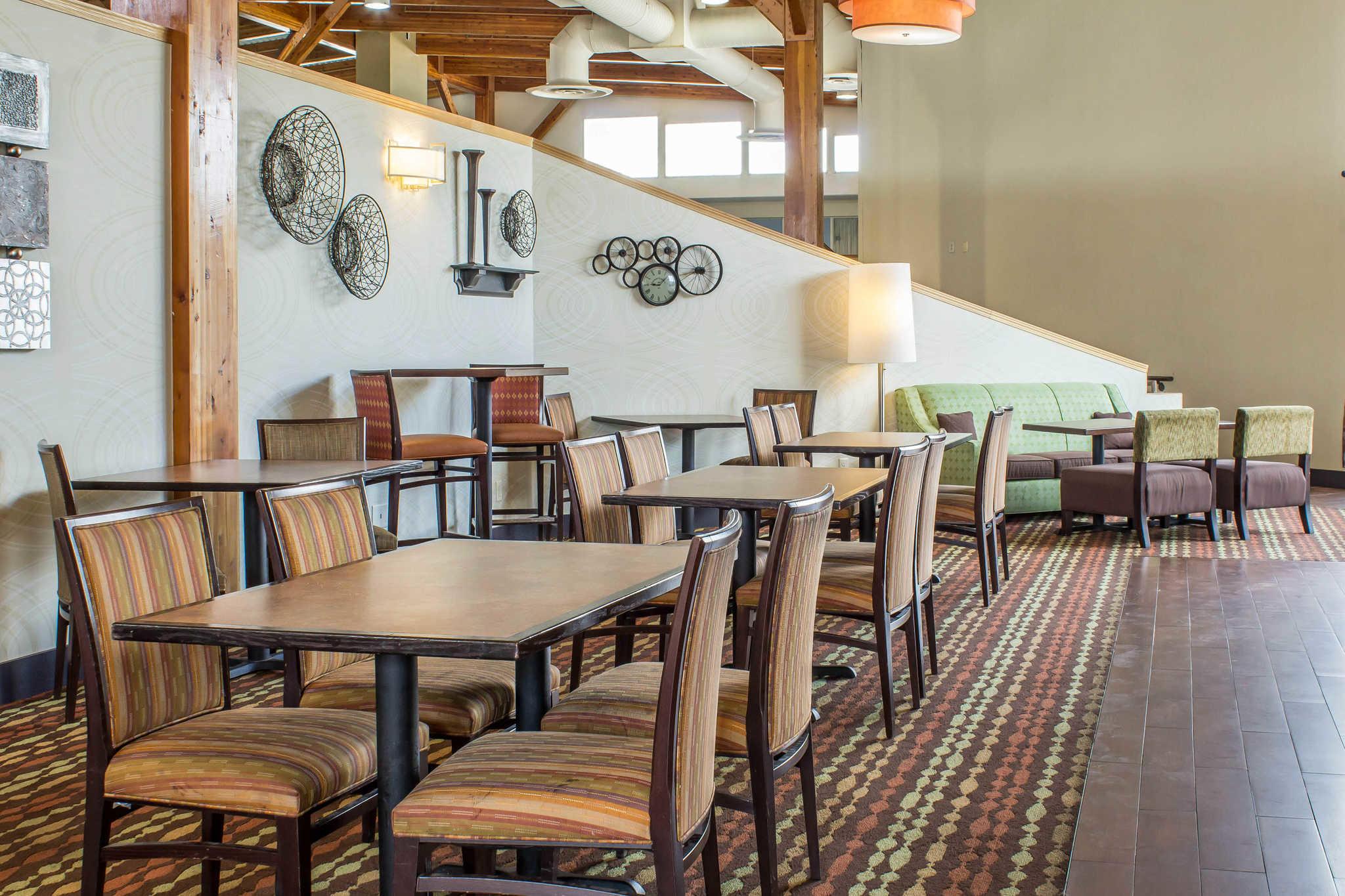 Clarion Inn University Plaza image 34