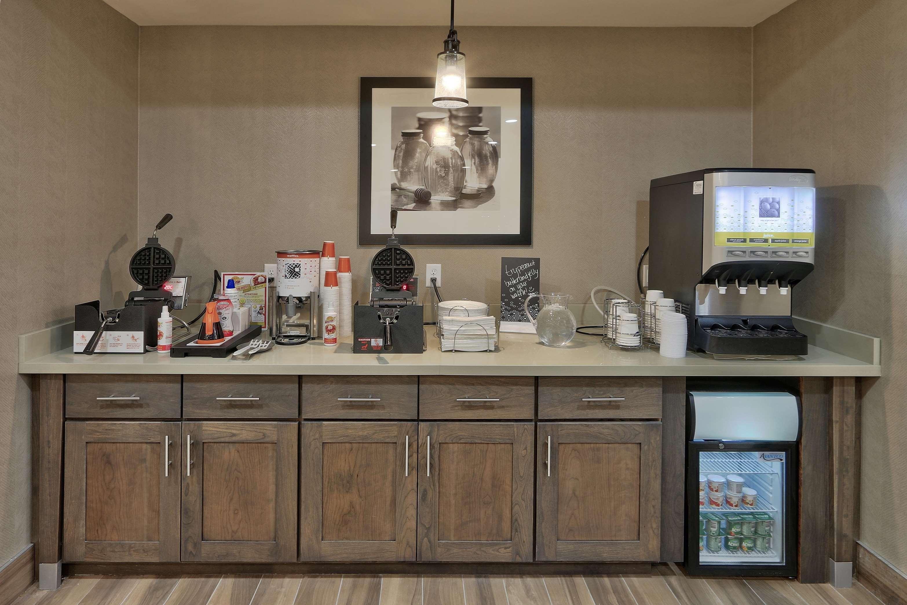 Hampton Inn & Suites Artesia image 16