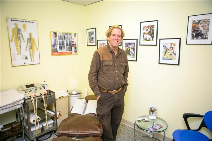 Dr. Scott Katzman in patient's examining room, , Orthopaedic Surgeon