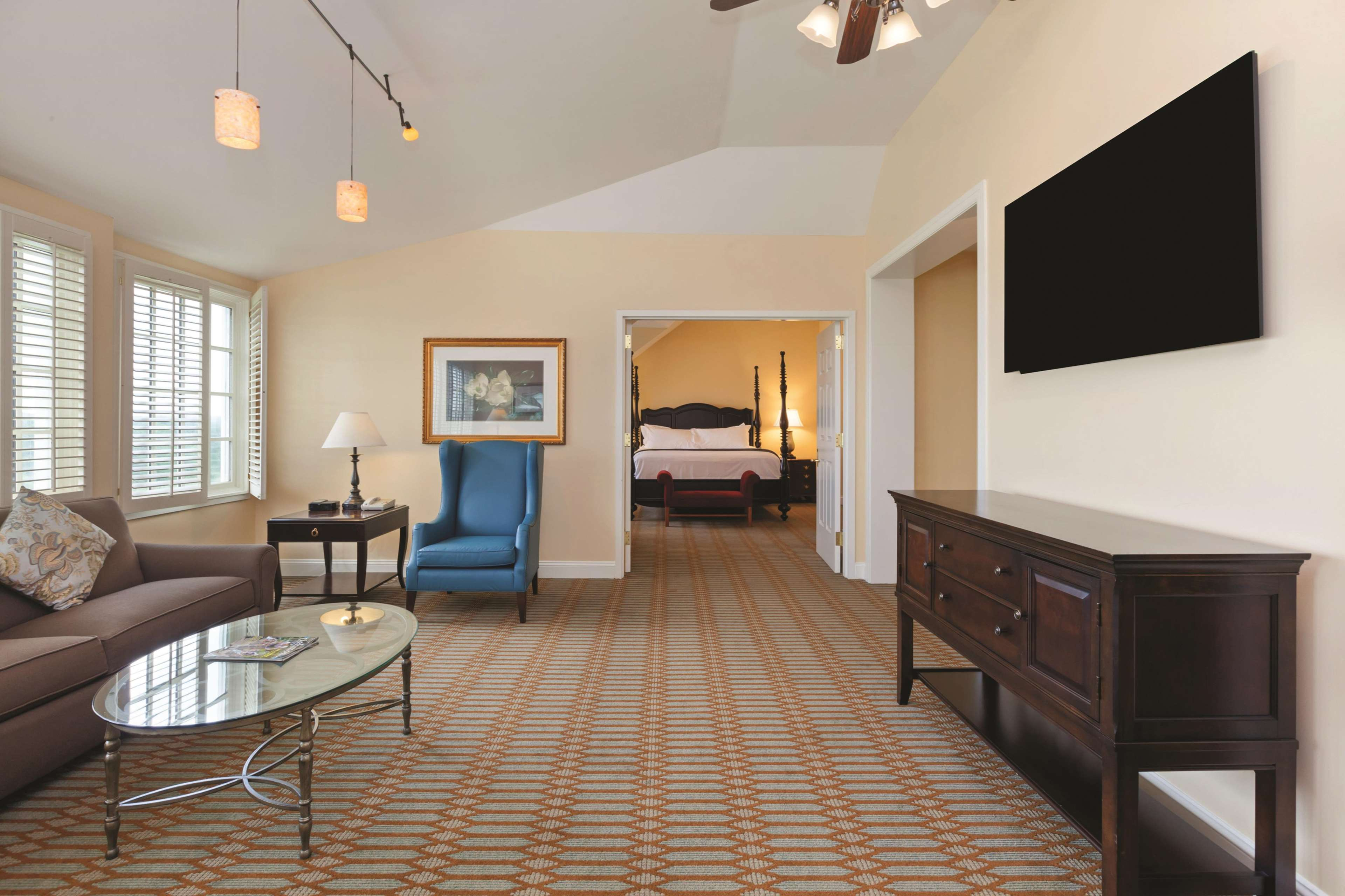 Virginia Crossings Hotel & Conference Center, Tapestry Collection by Hilton image 2
