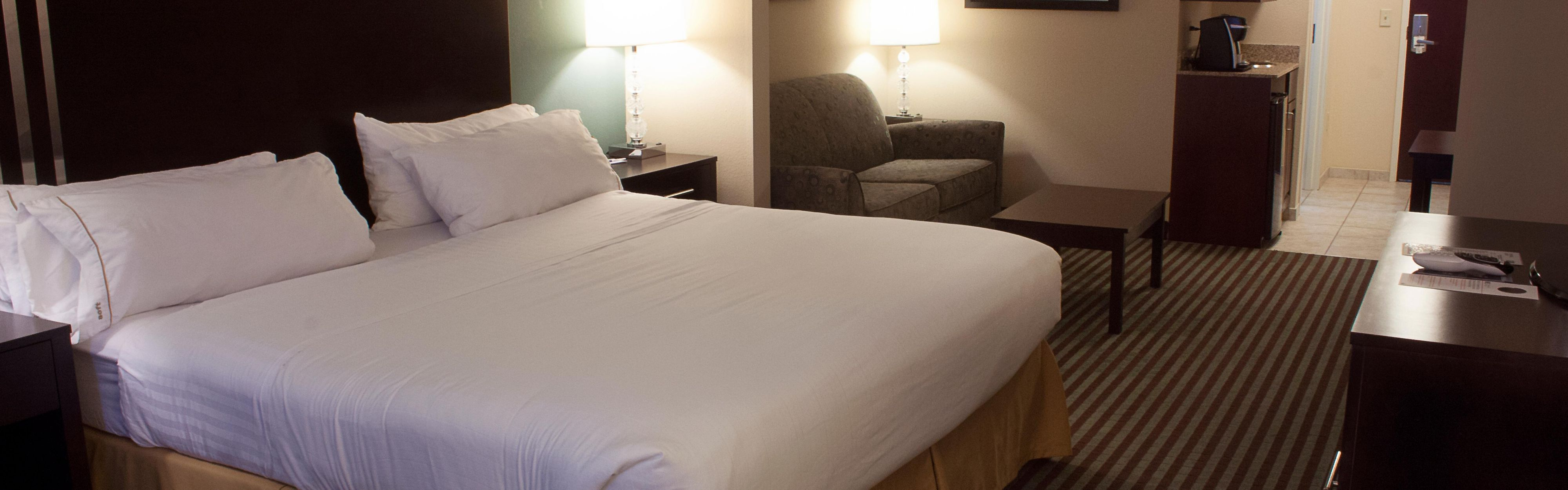 Holiday Inn Express & Suites Youngstown West - Austintown image 1