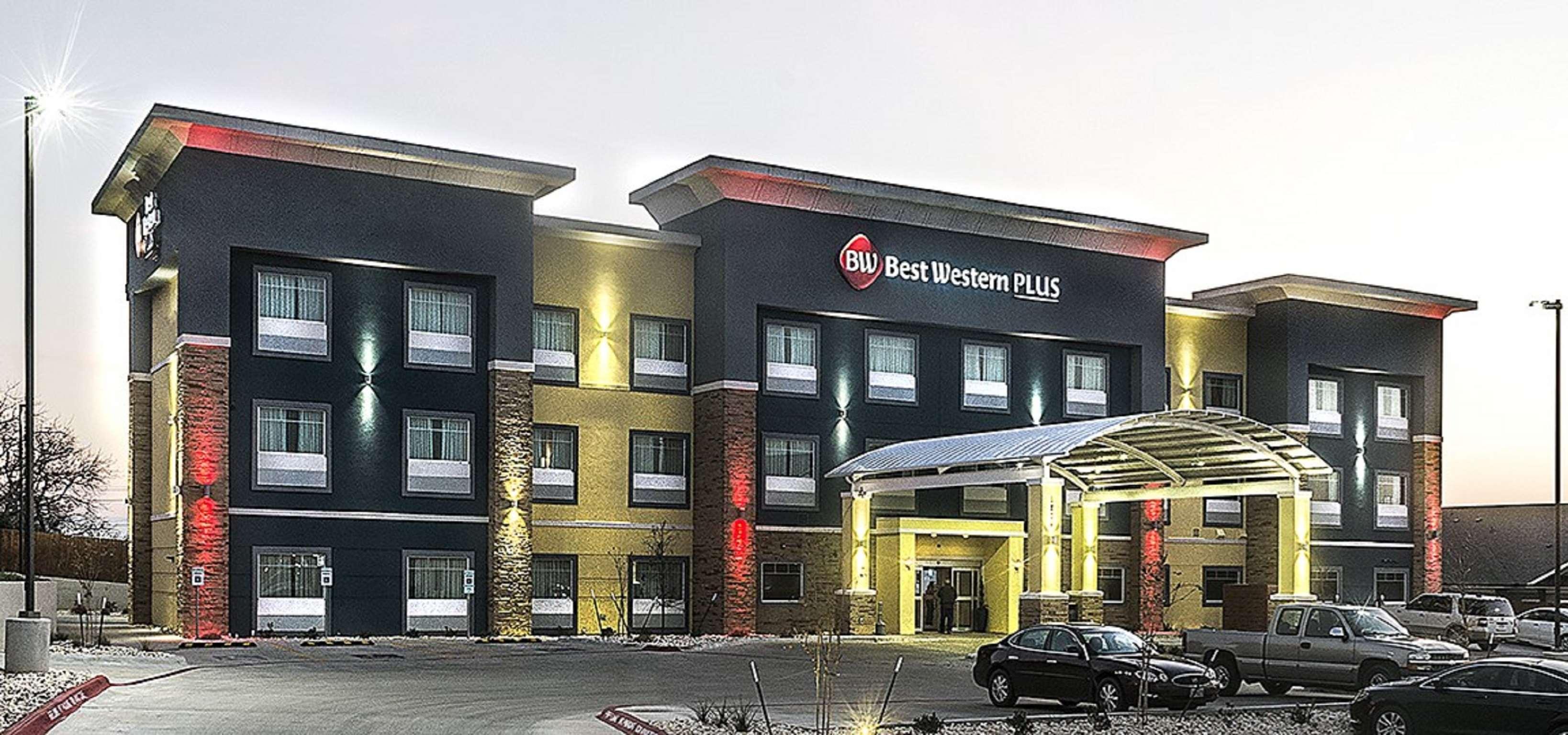 Best Western Plus Lampasas Inn & Suites image 0