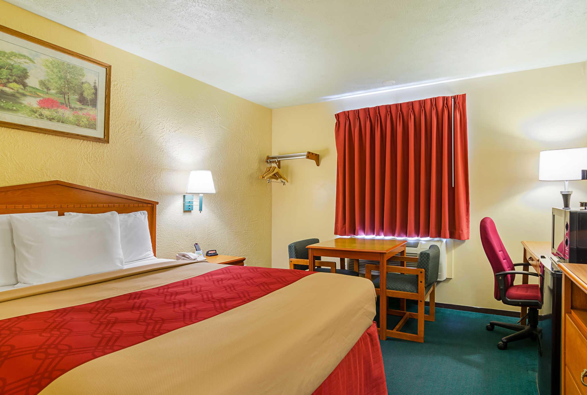 Econo Lodge Lansing - Leavenworth image 10