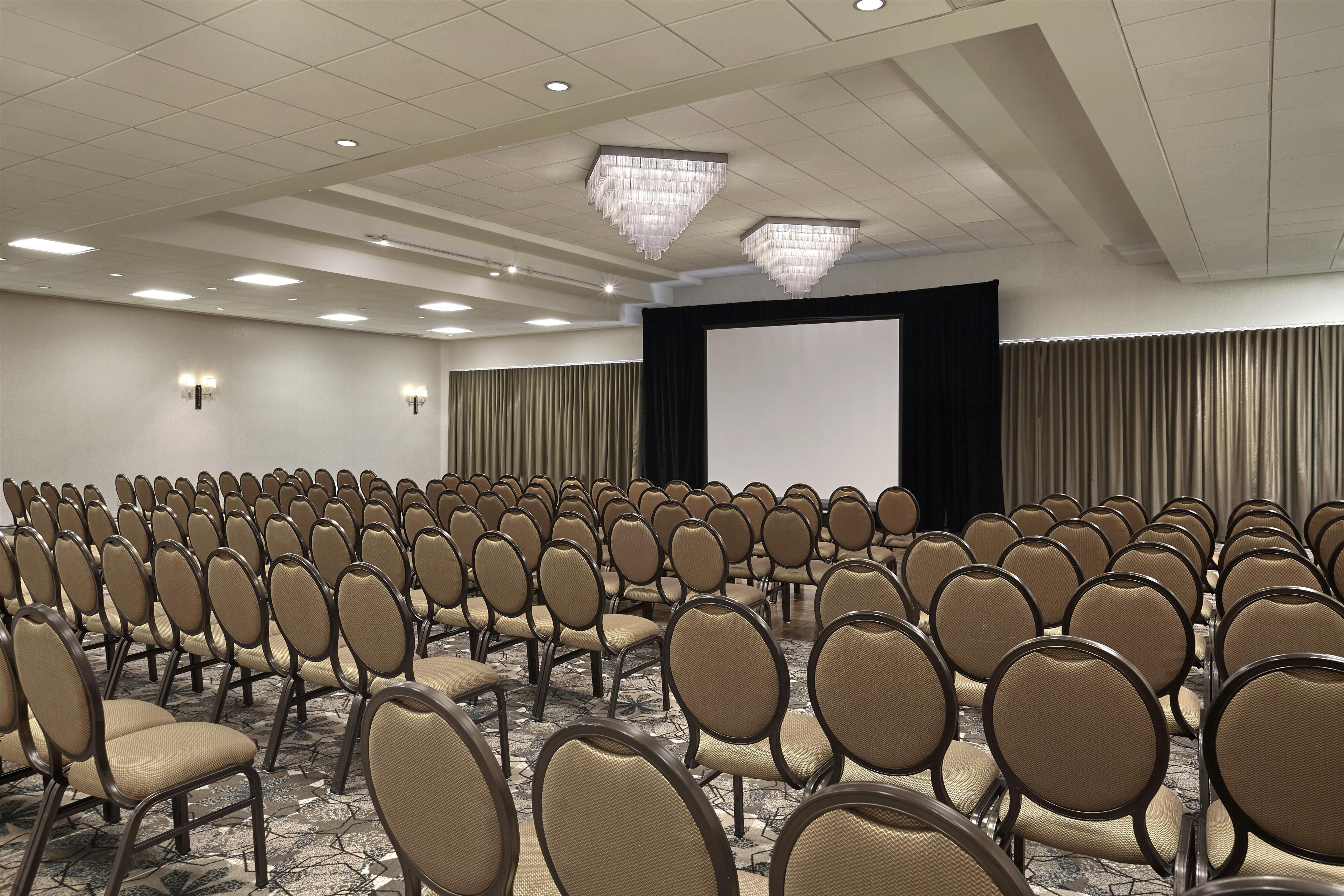 Sheraton Vancouver Guildford Hotel in Surrey: Fraser Room in Theatre Setup