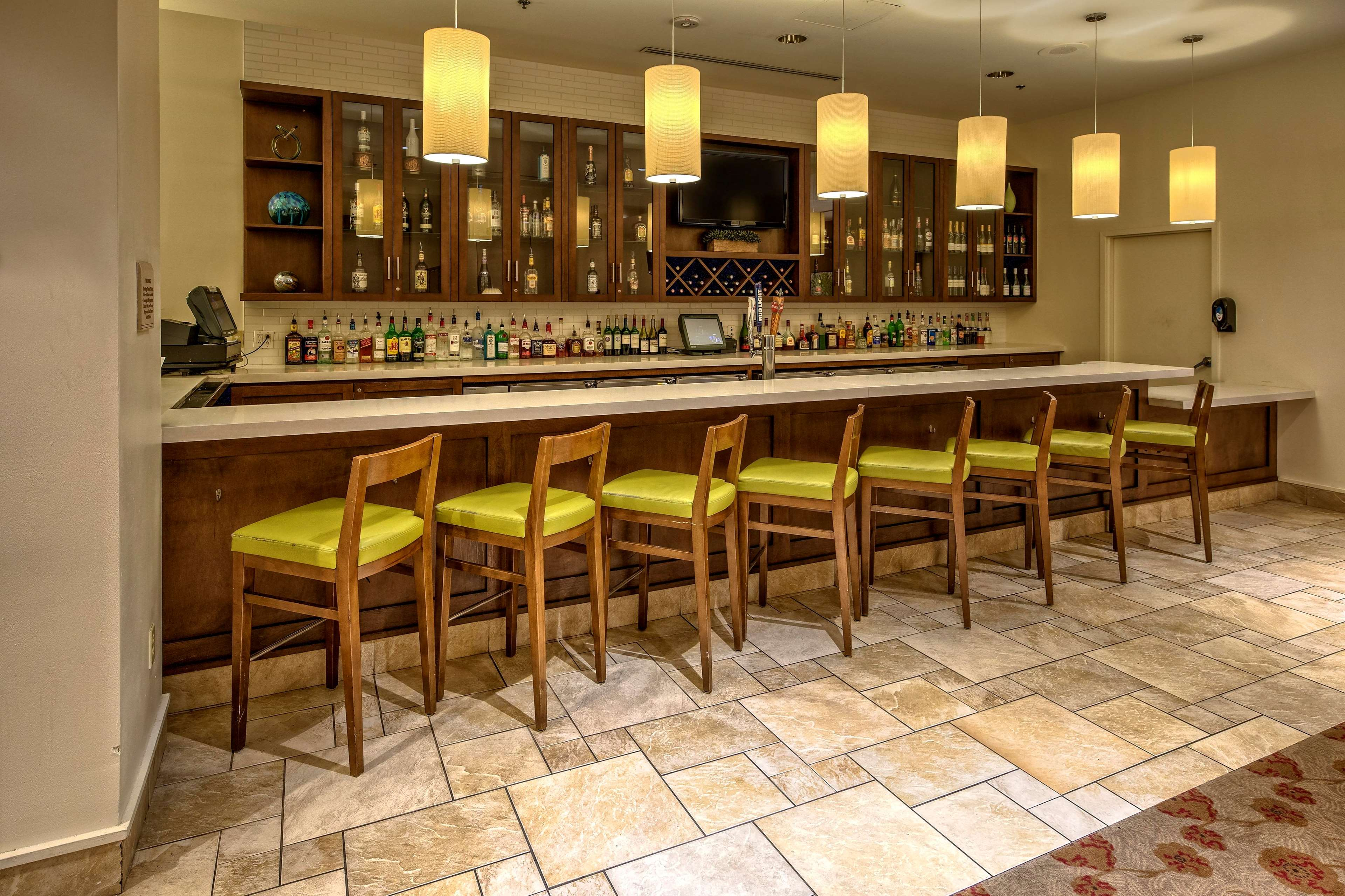 hilton garden inn new orleans convention center at 1001 s. Black Bedroom Furniture Sets. Home Design Ideas