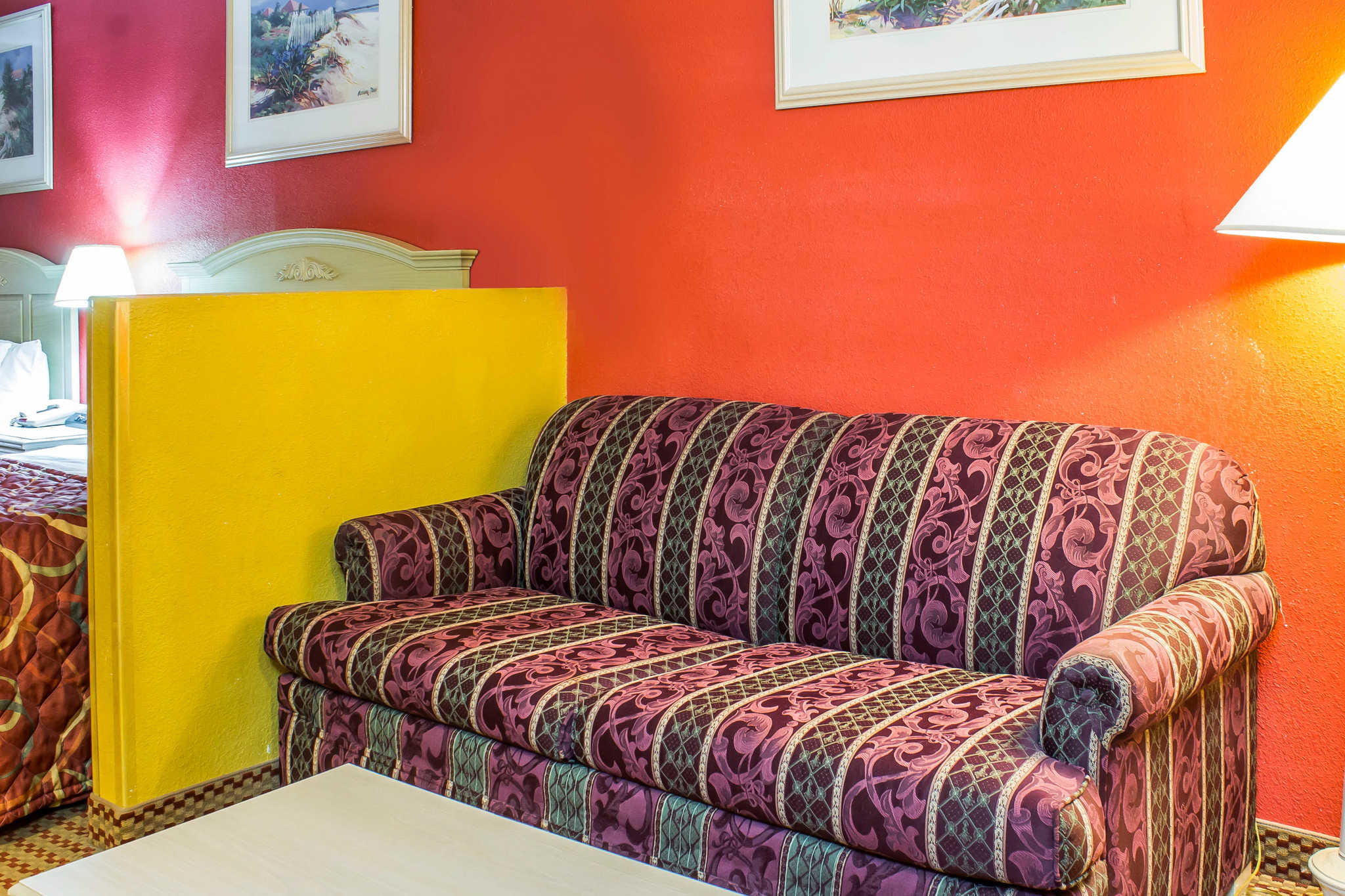 Econo Lodge  Inn & Suites image 23