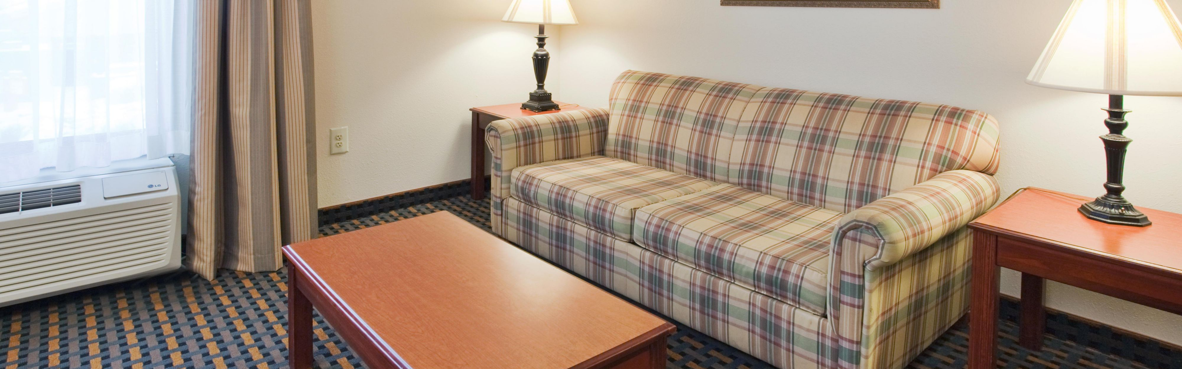 Holiday Inn Express & Suites Laurinburg image 1