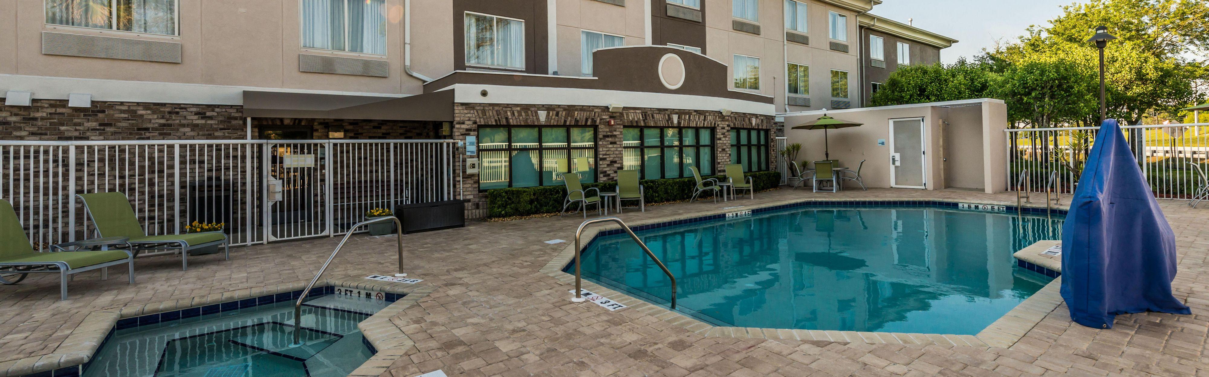 Holiday Inn Express & Suites Jacksonville - Blount Island image 2