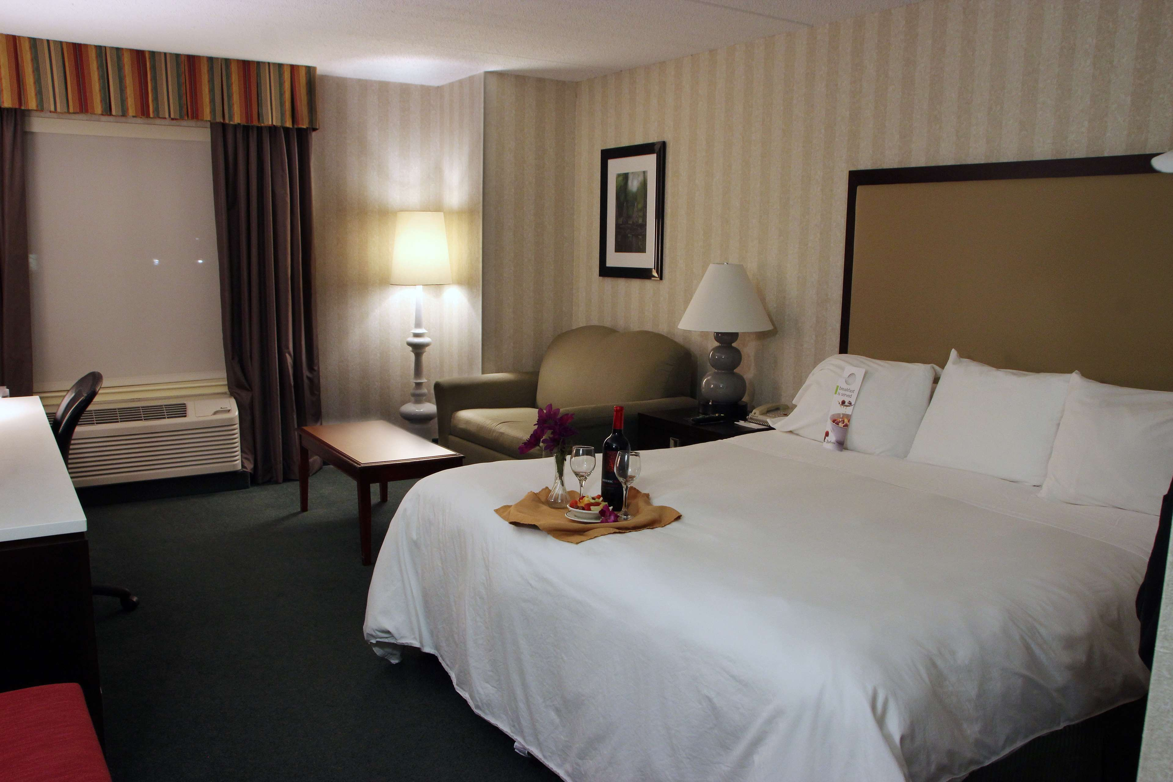 Radisson Hotel & Suites Chelmsford-Lowell - Closed in Chelmsford, MA, photo #11