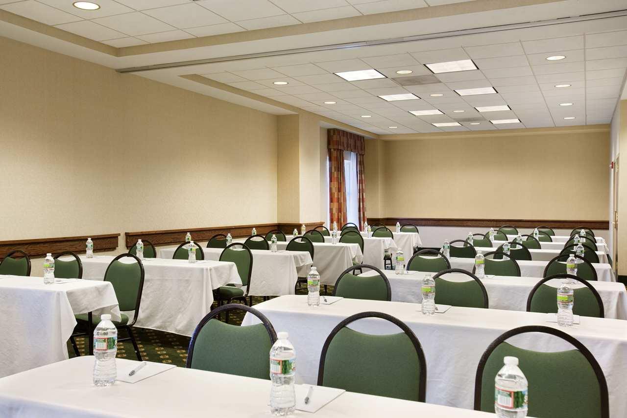 Hampton Inn & Suites Providence/Warwick-Airport image 18