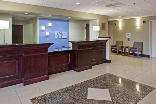 Holiday Inn Express Omaha West - 90th Street image 2