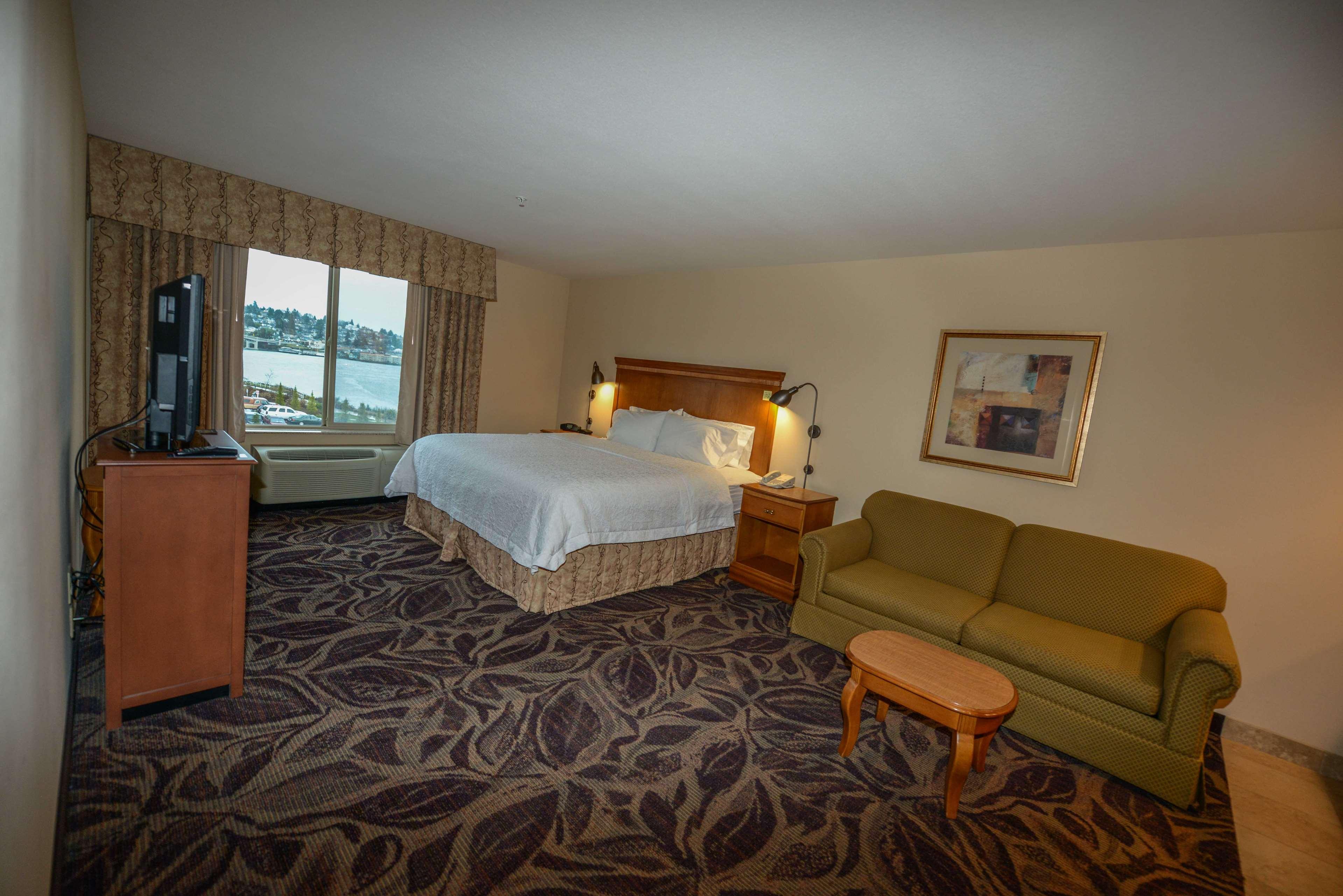 Hampton Inn & Suites Bremerton image 26