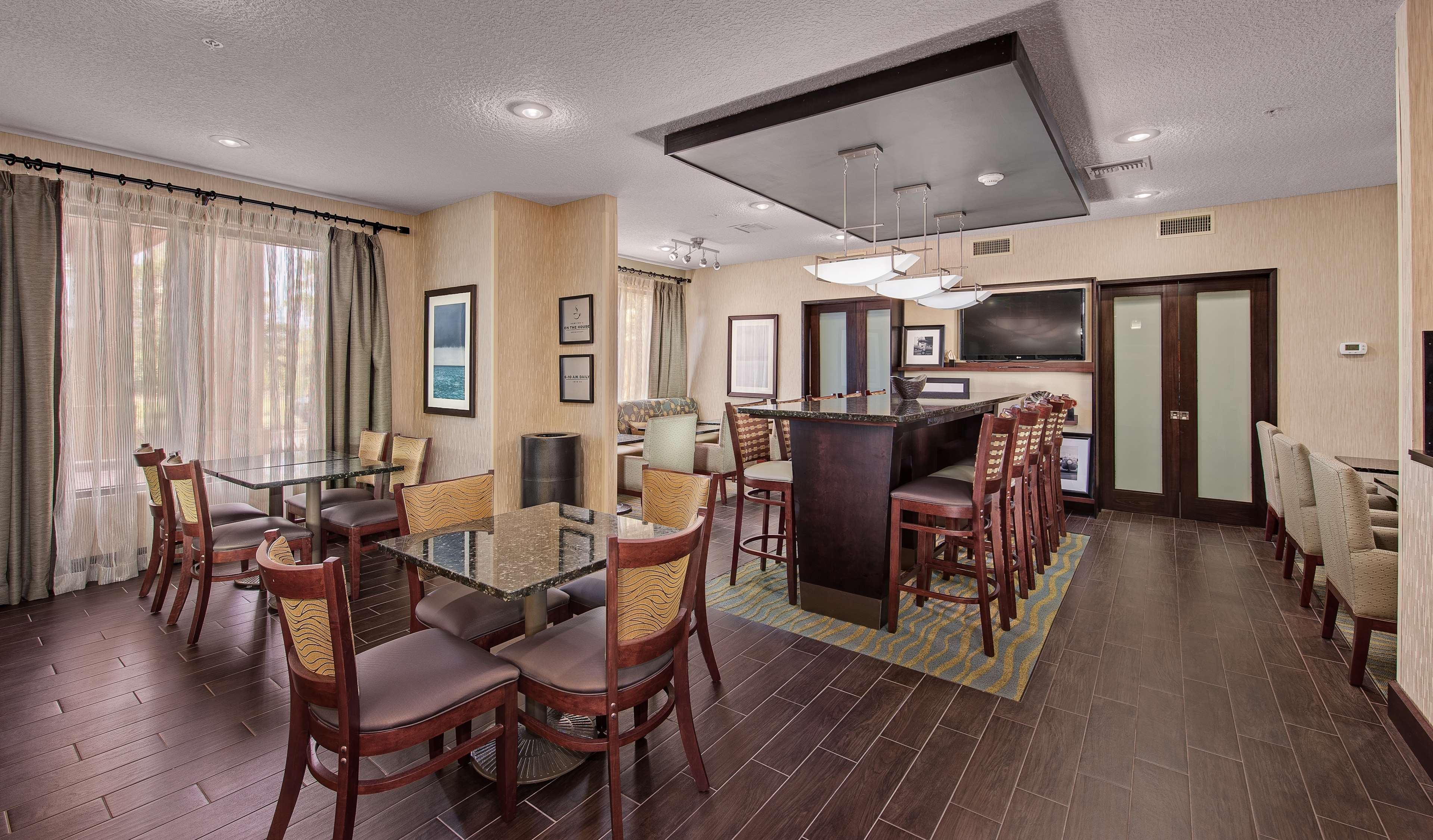 Hampton Inn Niceville-Eglin Air Force Base image 3