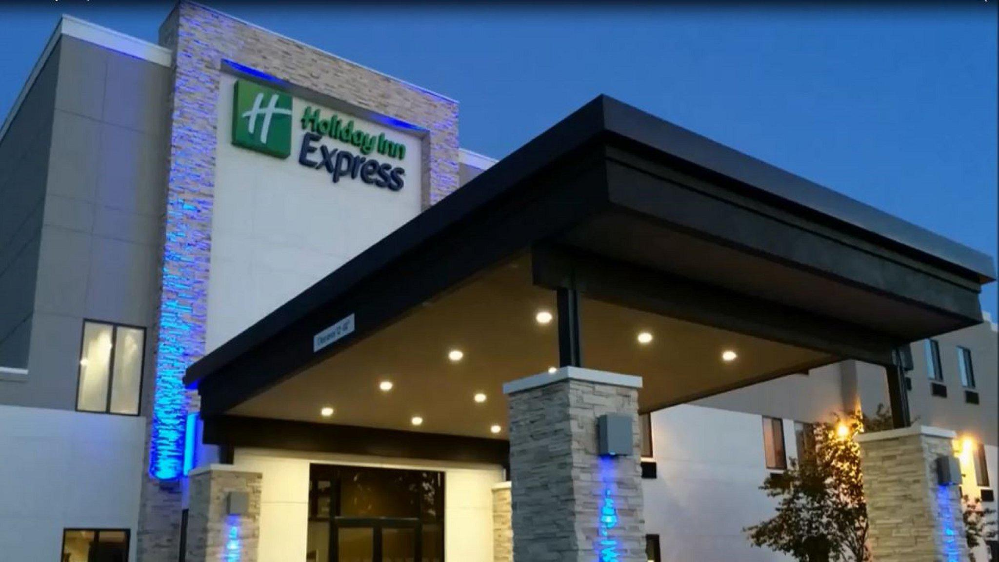 Holiday Inn Express & Suites Oklahoma City Airport, an IHG Hotel