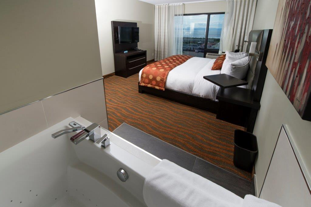 Best Western Plus Hotel Levesque à Riviere-du-Loup: Signature King Suite with Whirlpool