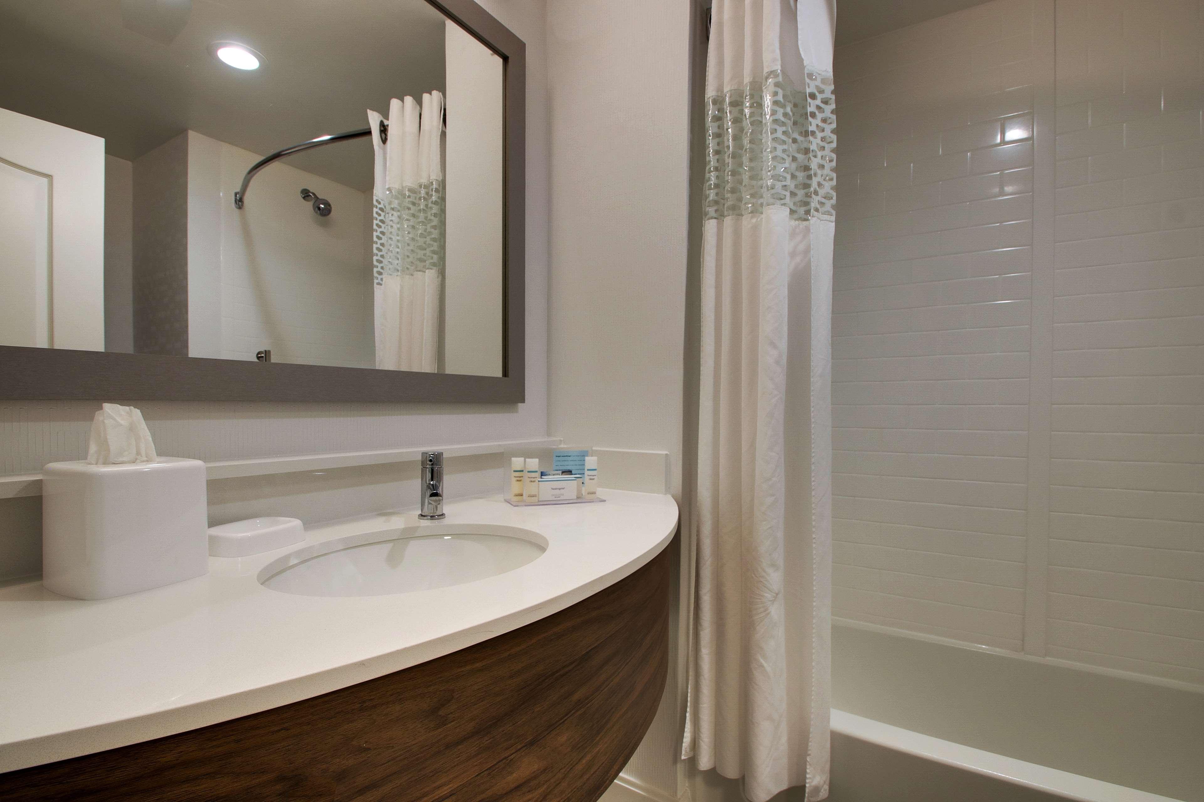 Hampton Inn & Suites Chicago/Aurora image 21
