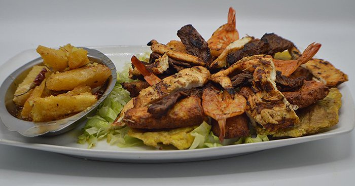 El Pelicano Restaurant & Lounge image 1