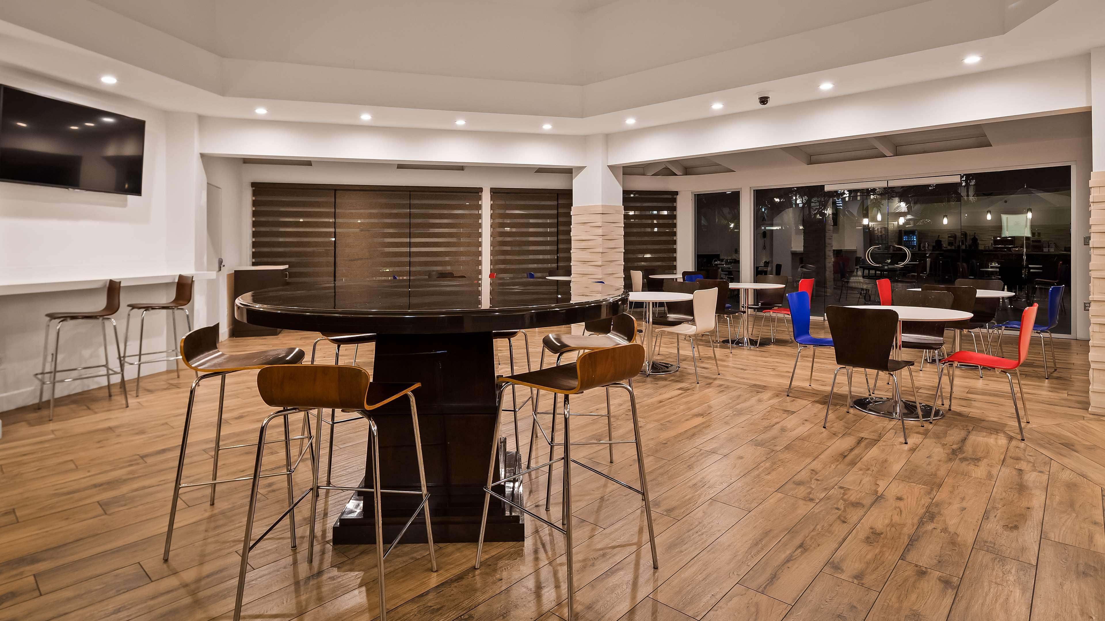 Best Western Encinitas Inn & Suites at Moonlight Beach image 5
