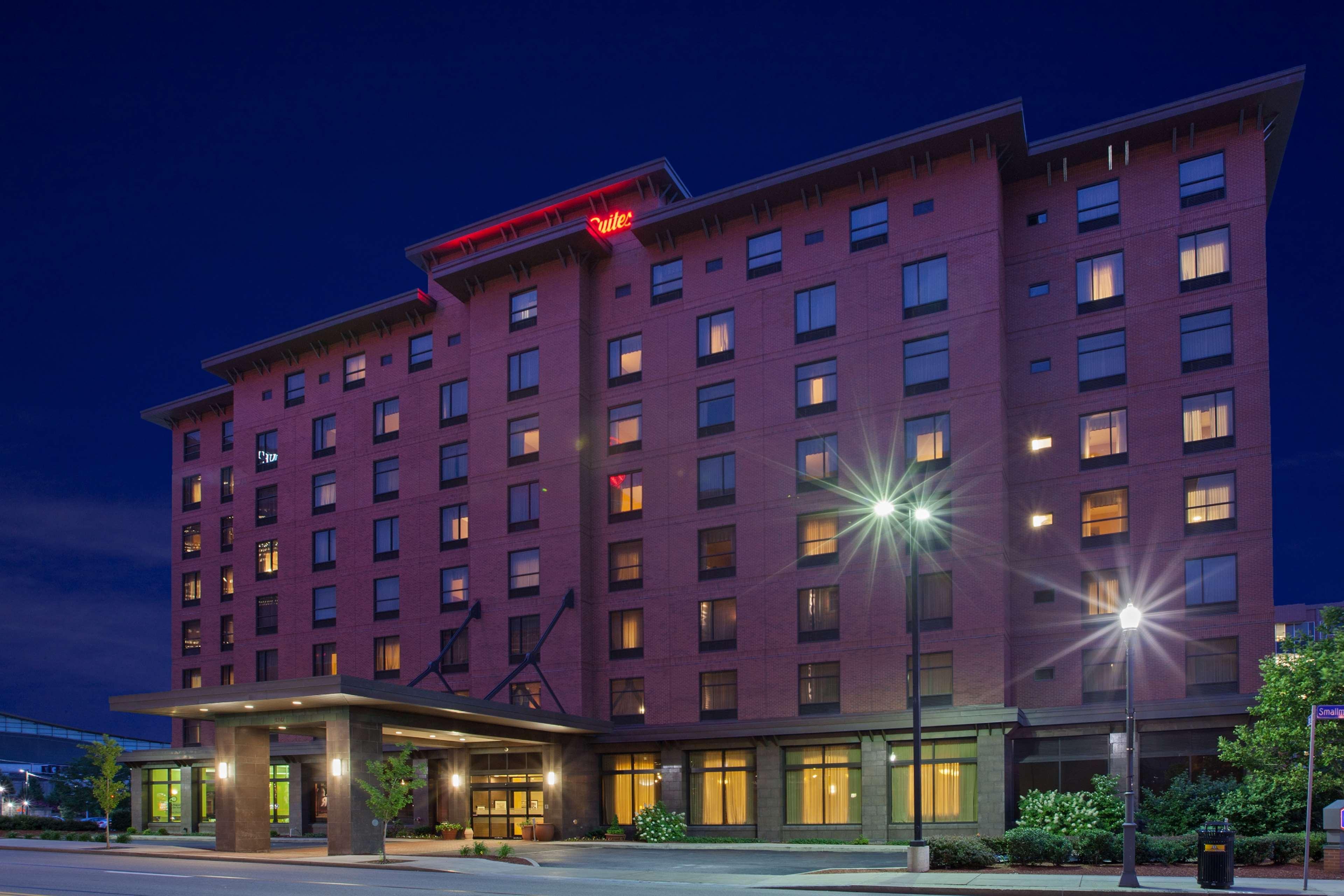 Hampton Inn & Suites Pittsburgh-Downtown image 3