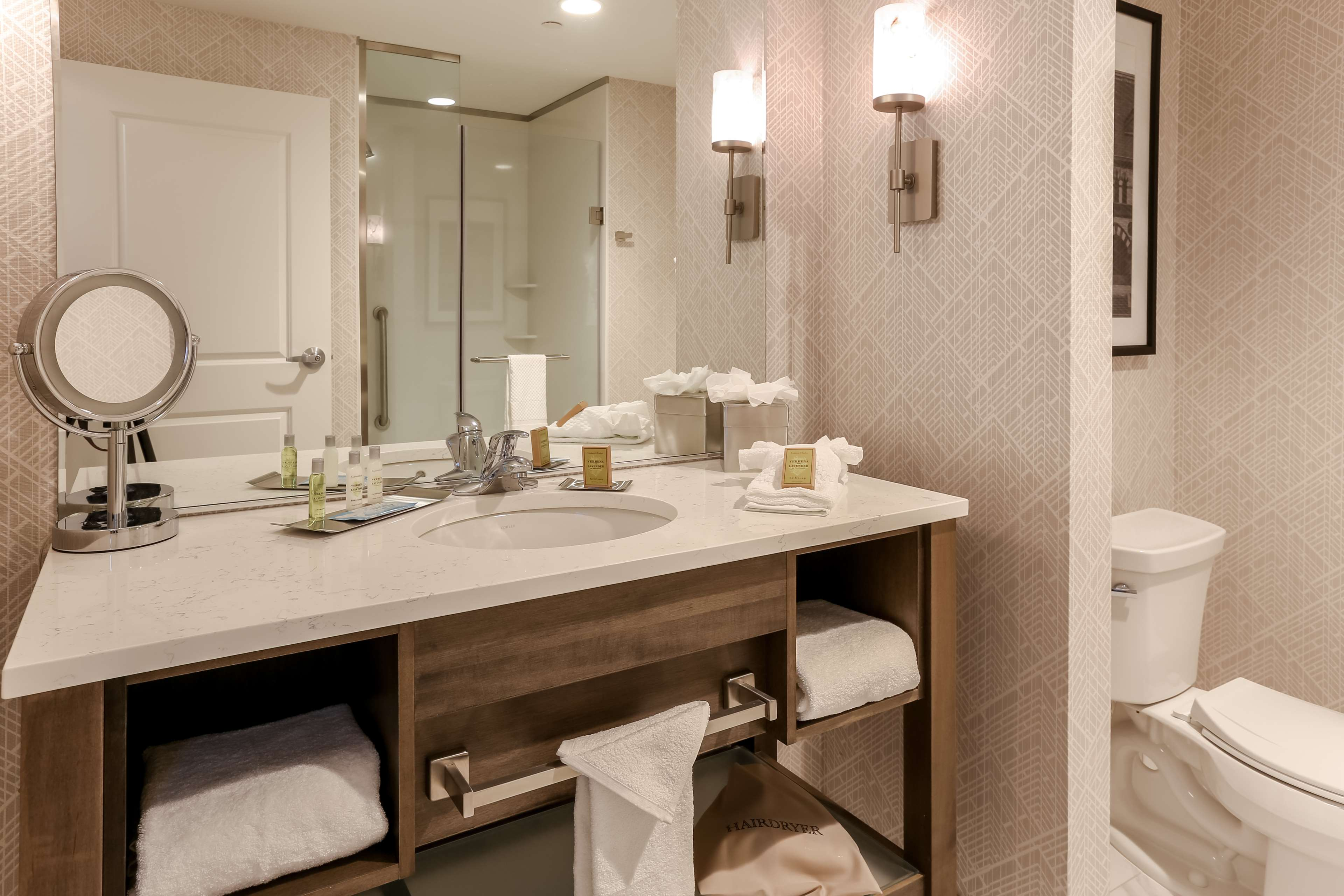 DoubleTree by Hilton Evansville image 38