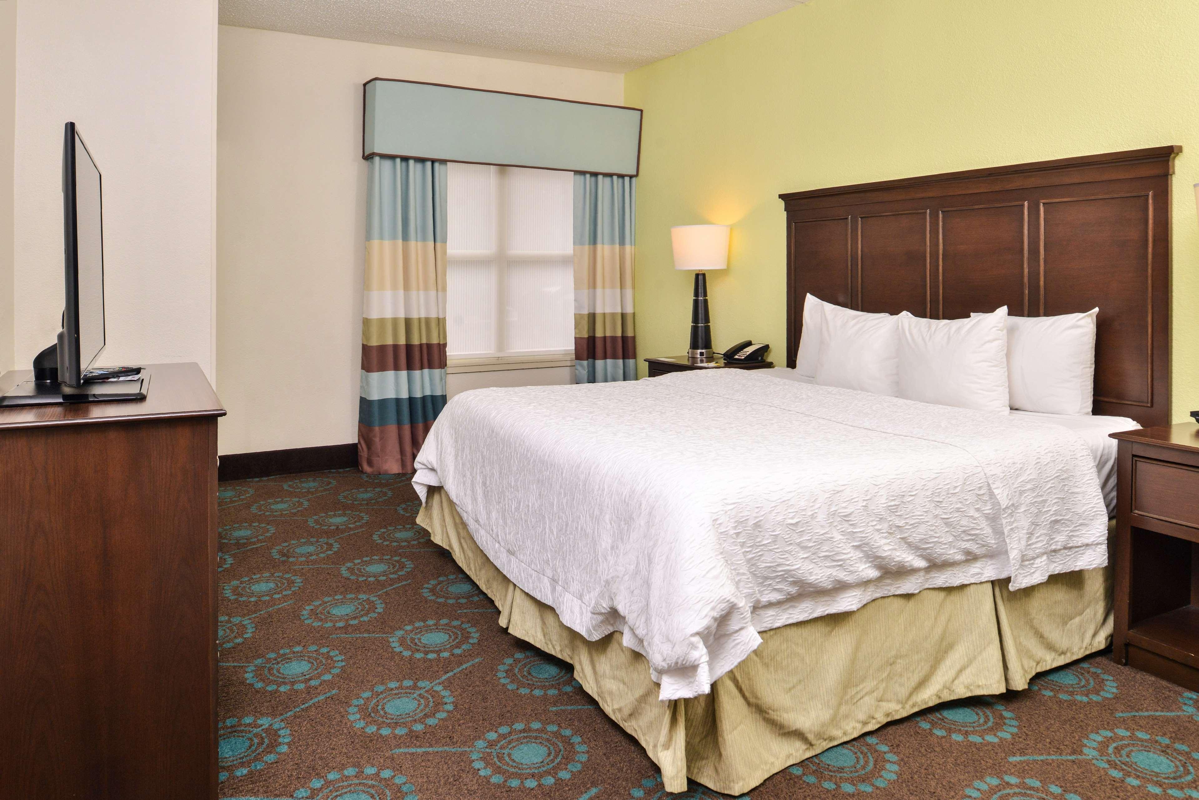 Hampton Inn & Suites Newport News (Oyster Point) image 34