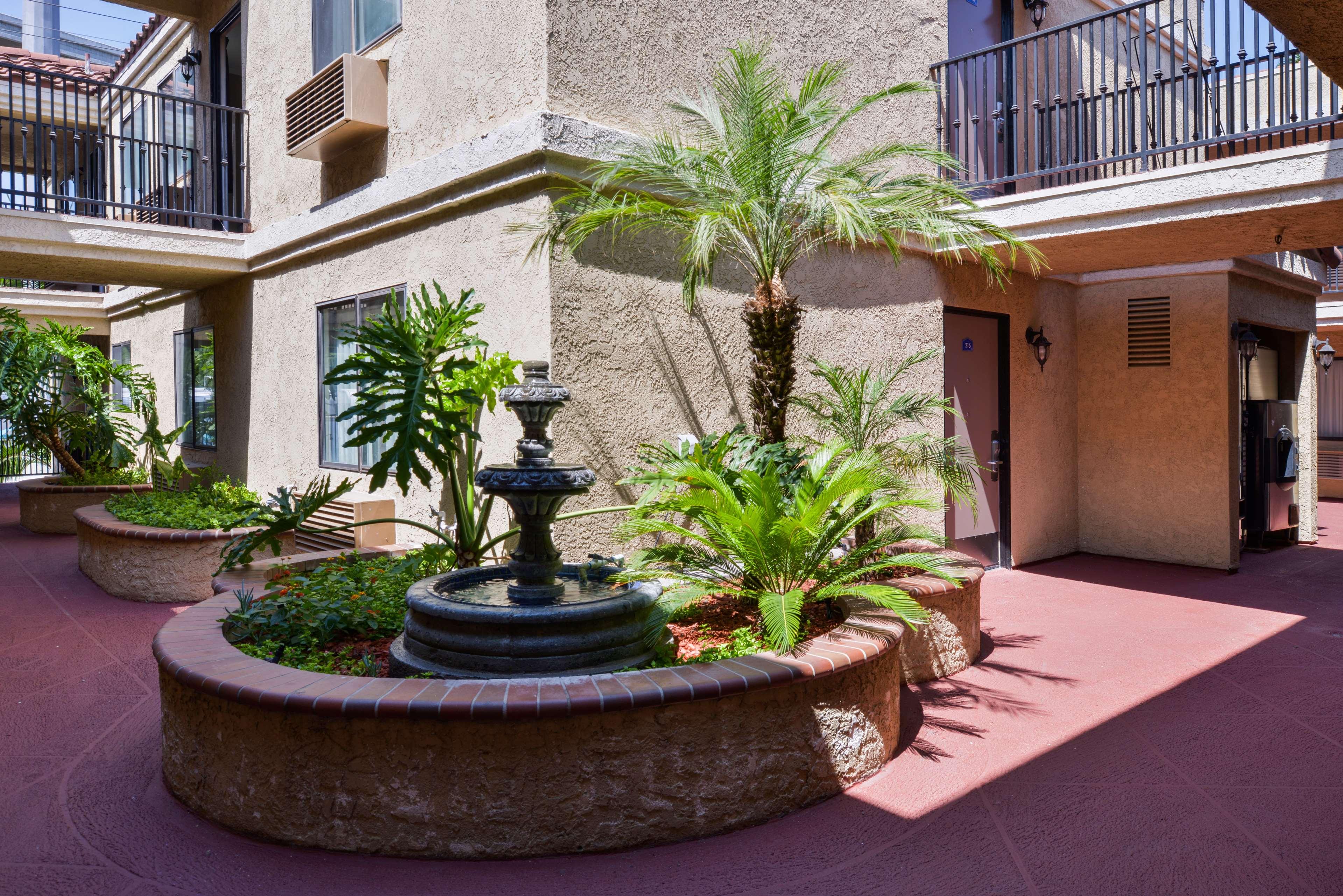 Americas Best Value Laguna Inn & Suites image 3