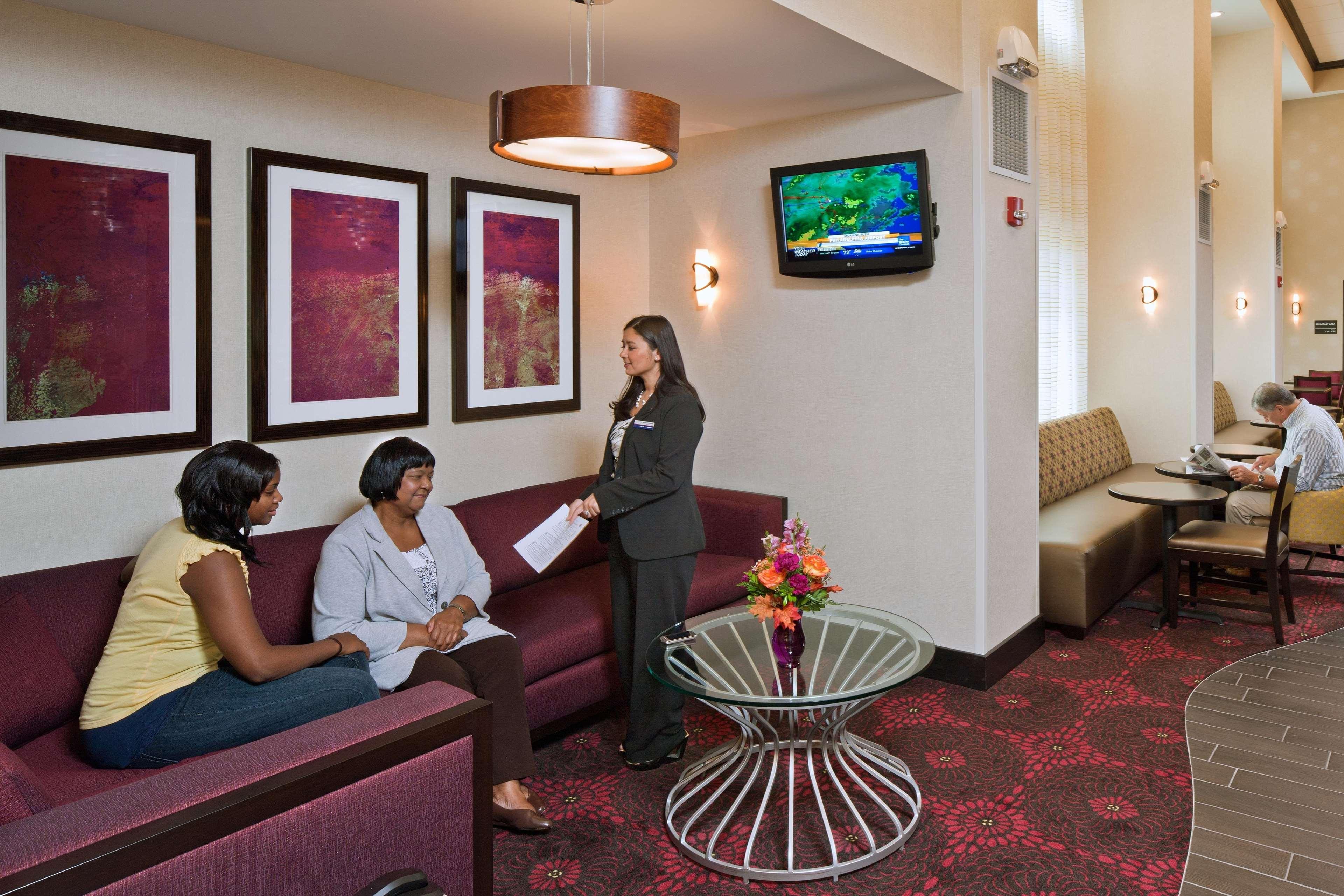 Hampton Inn & Suites Saginaw image 2