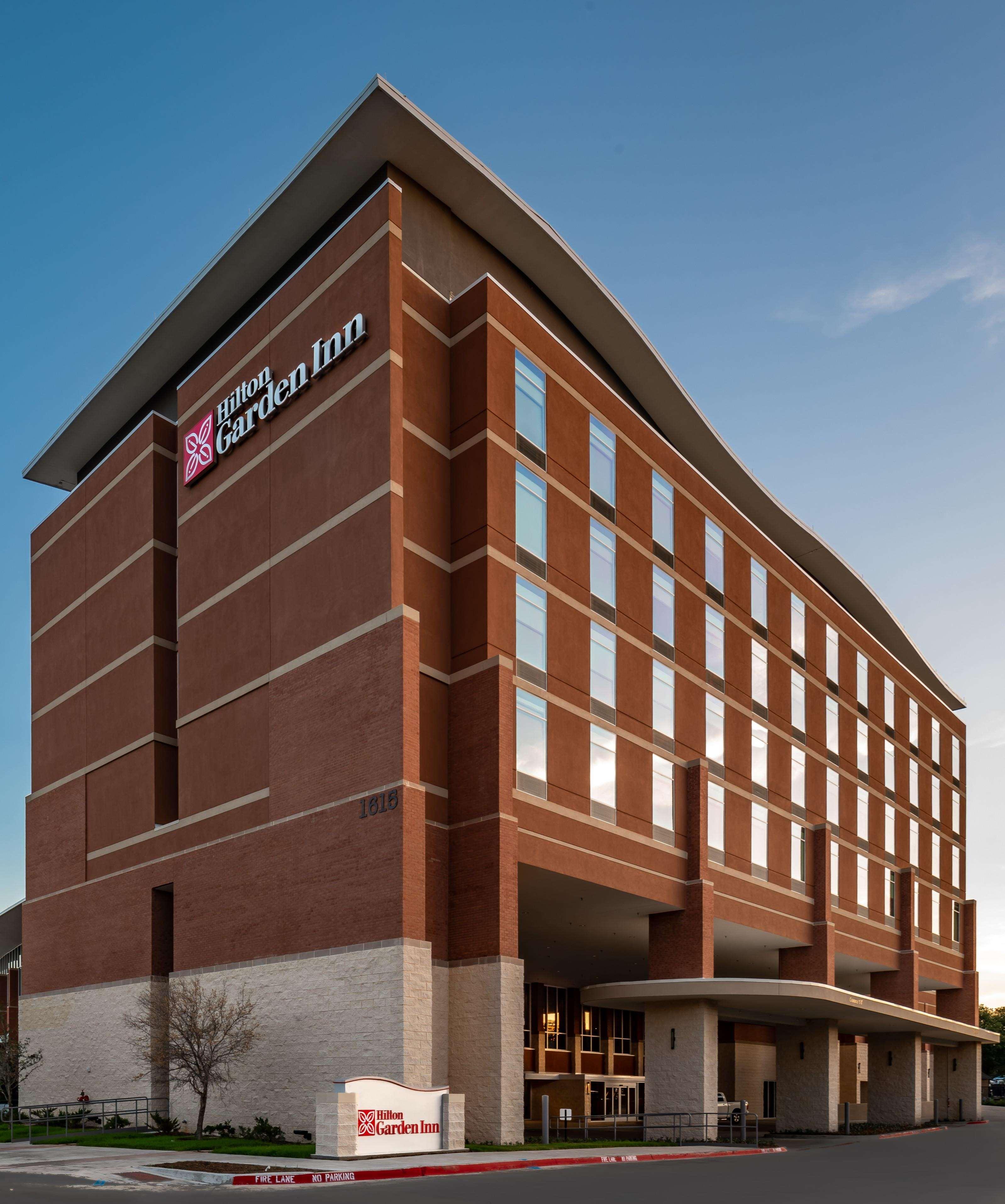 Hilton Garden Inn Dallas at Hurst Conference Center image 3