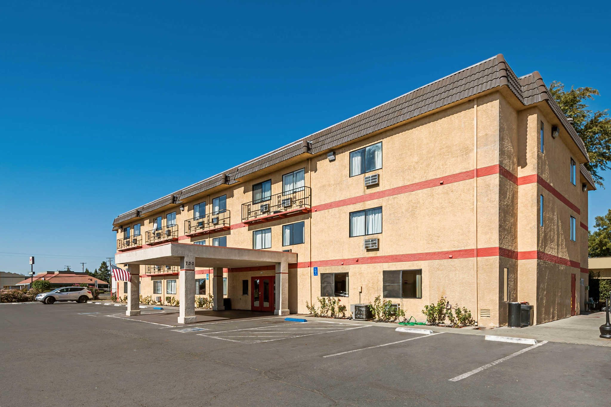 Econo Lodge Inn & Suites Yuba City - Marysville image 2