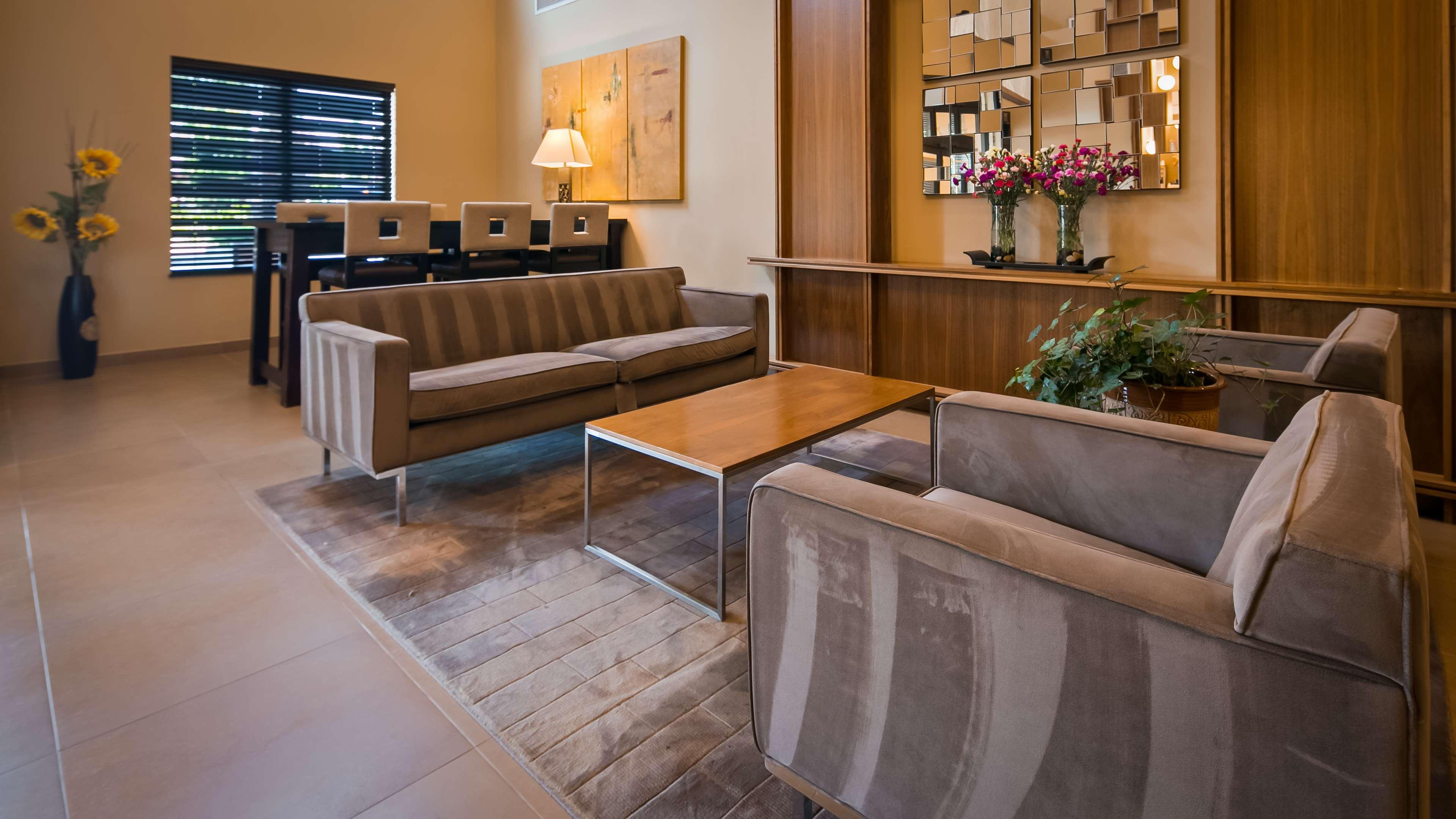 Best Western Plus Lacey Inn & Suites image 1