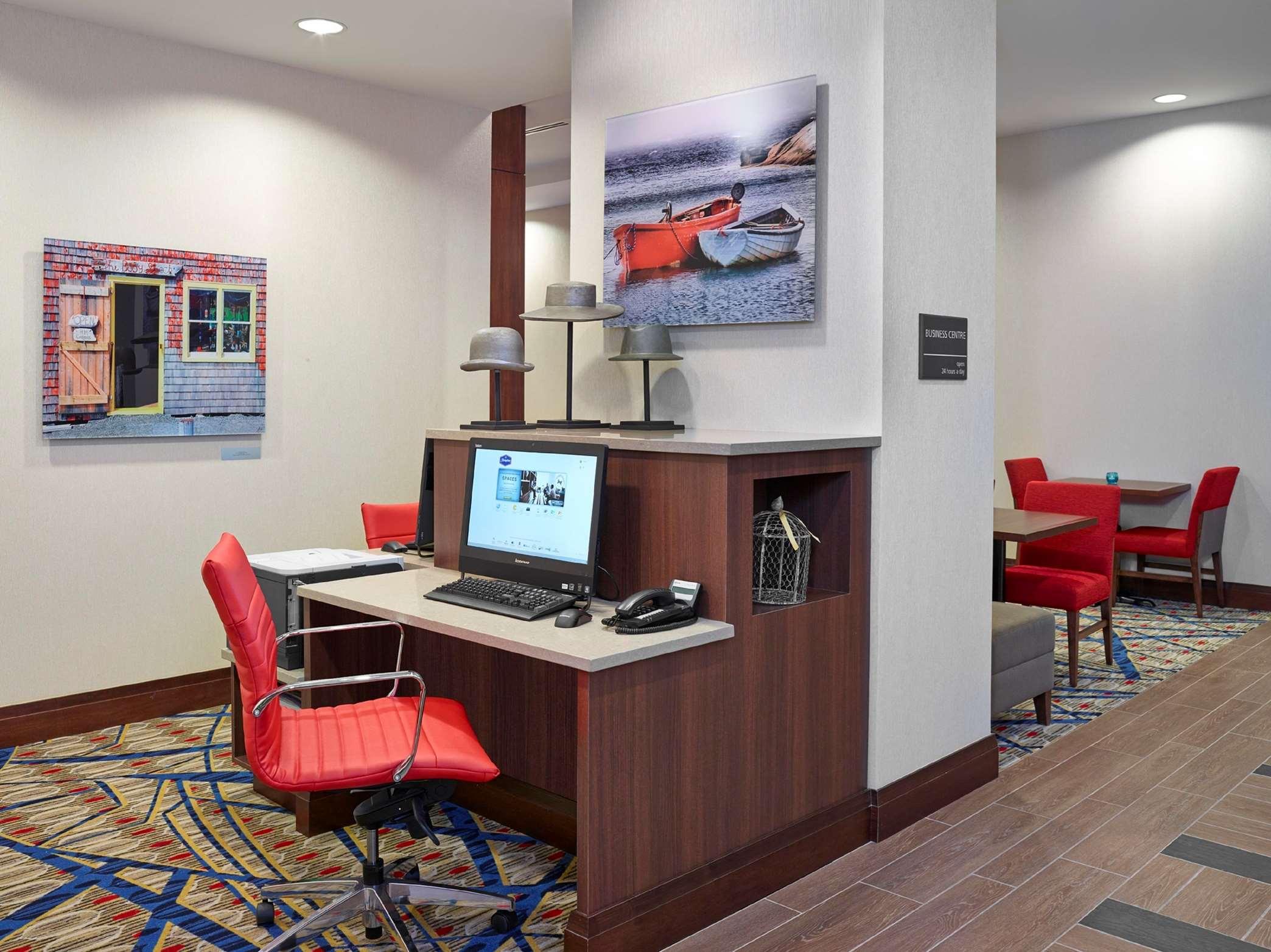 Hampton Inn by Hilton Halifax Downtown in Halifax: Business Center